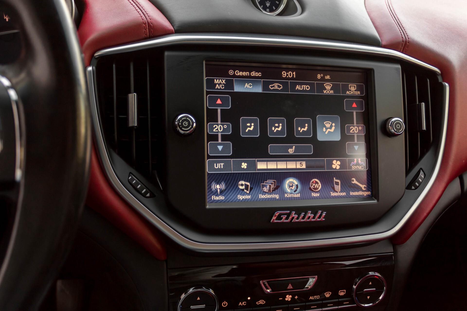 Maserati Ghibli 3.0d V6 Carbon/20''/Camera/PremiumPack/Keyless/Xenon/Navi Aut8 Foto 23
