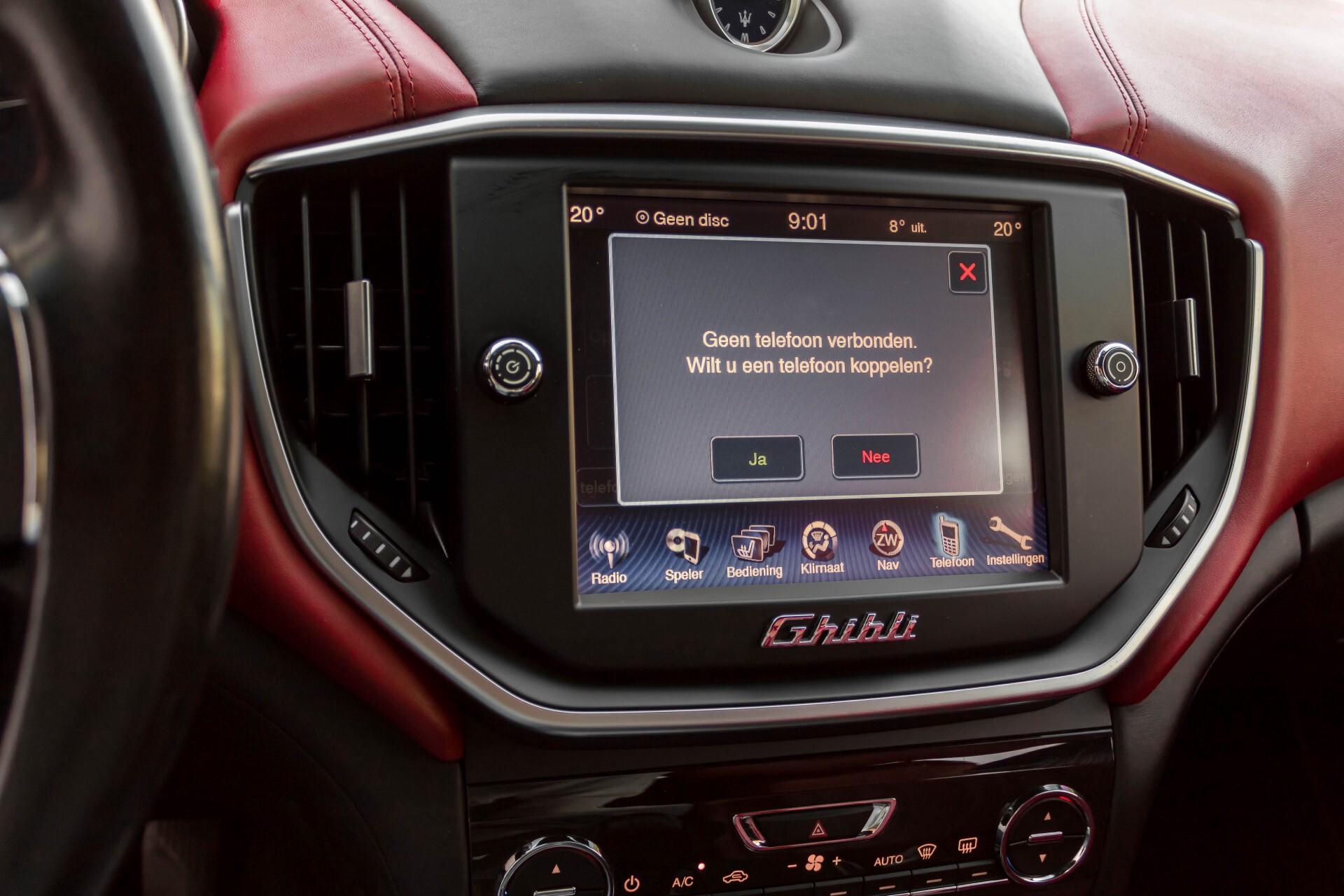 Maserati Ghibli 3.0d V6 Carbon/20''/Camera/PremiumPack/Keyless/Xenon/Navi Aut8 Foto 25