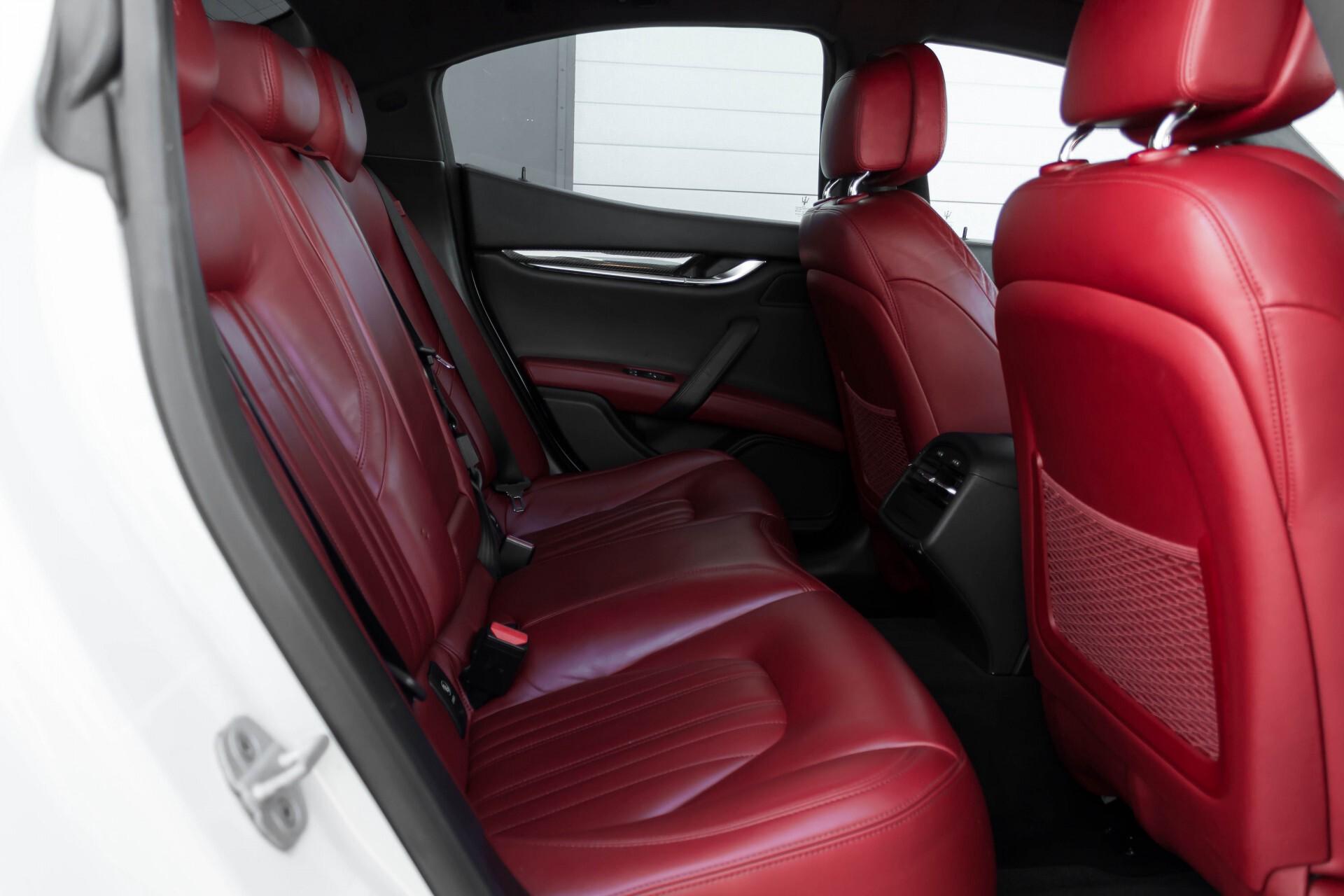 Maserati Ghibli 3.0d V6 Carbon/20''/Camera/PremiumPack/Keyless/Xenon/Navi Aut8 Foto 4