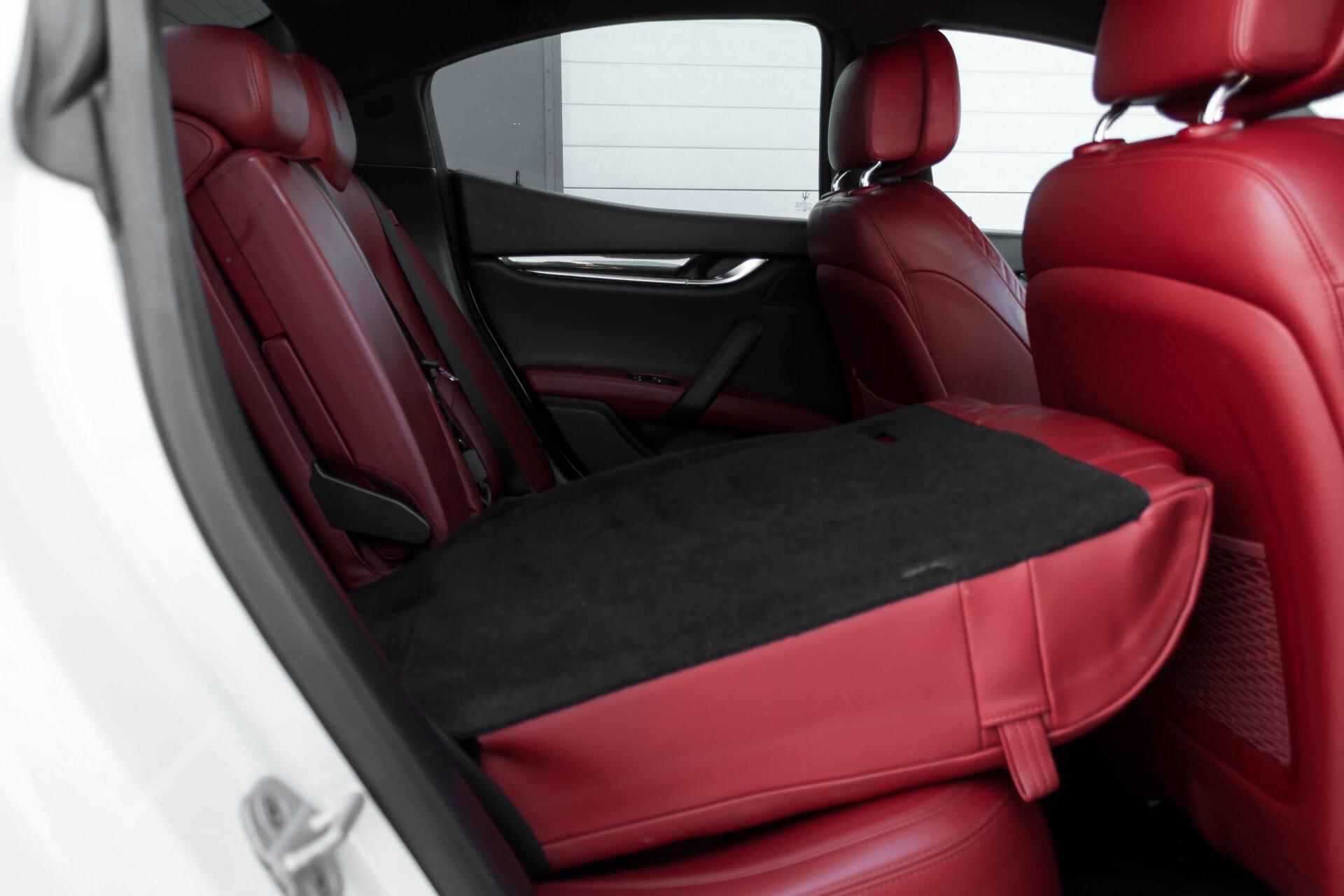 Maserati Ghibli 3.0d V6 Carbon/20''/Camera/PremiumPack/Keyless/Xenon/Navi Aut8 Foto 6