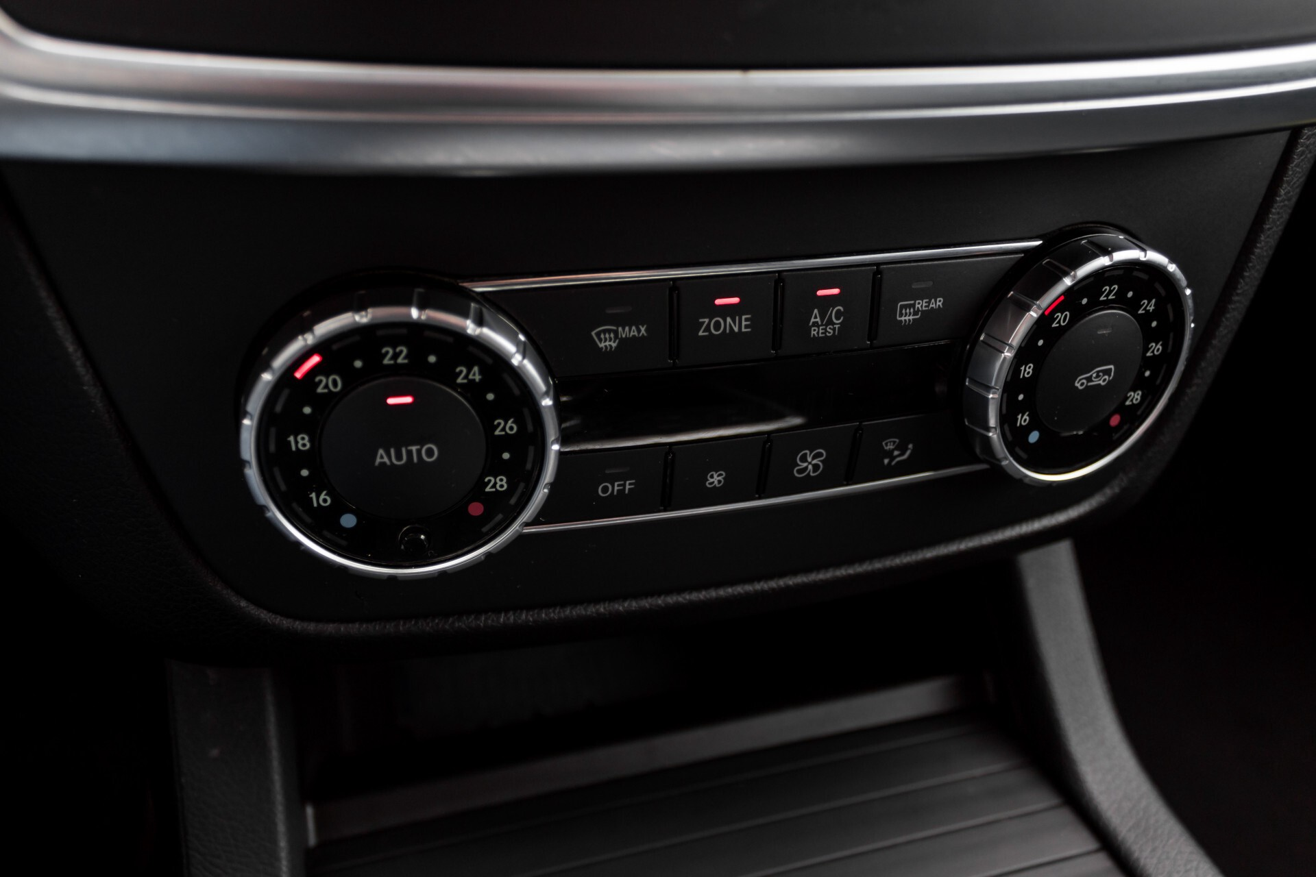 "Mercedes-Benz M-Klasse 350 Bluetec 4-M Luchtvering/Schuifdak/ILS/Wegkl-trekhaak/18"" Aut7 Foto 27"