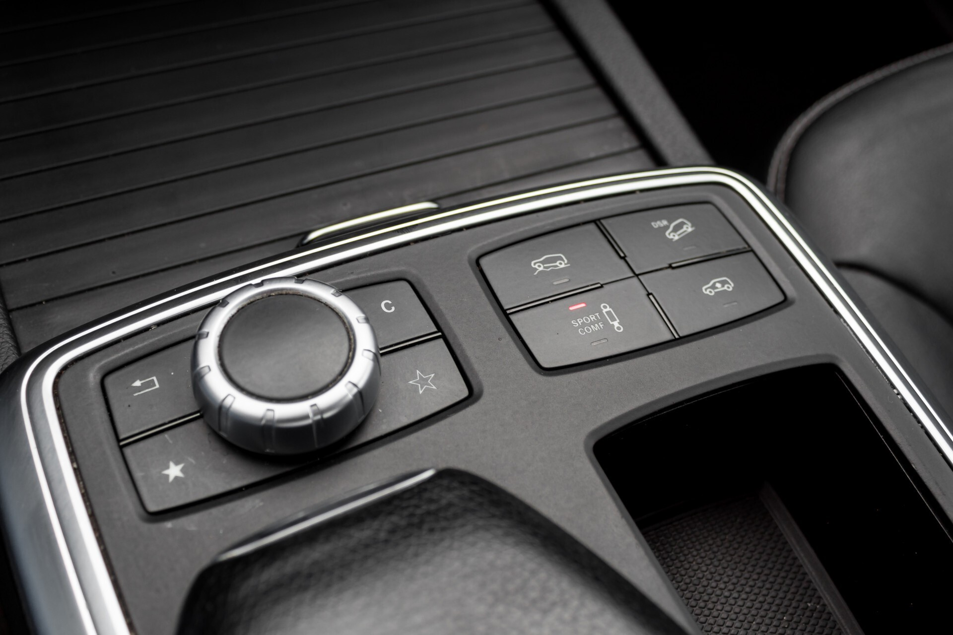 "Mercedes-Benz M-Klasse 350 Bluetec 4-M Luchtvering/Schuifdak/ILS/Wegkl-trekhaak/18"" Aut7 Foto 31"