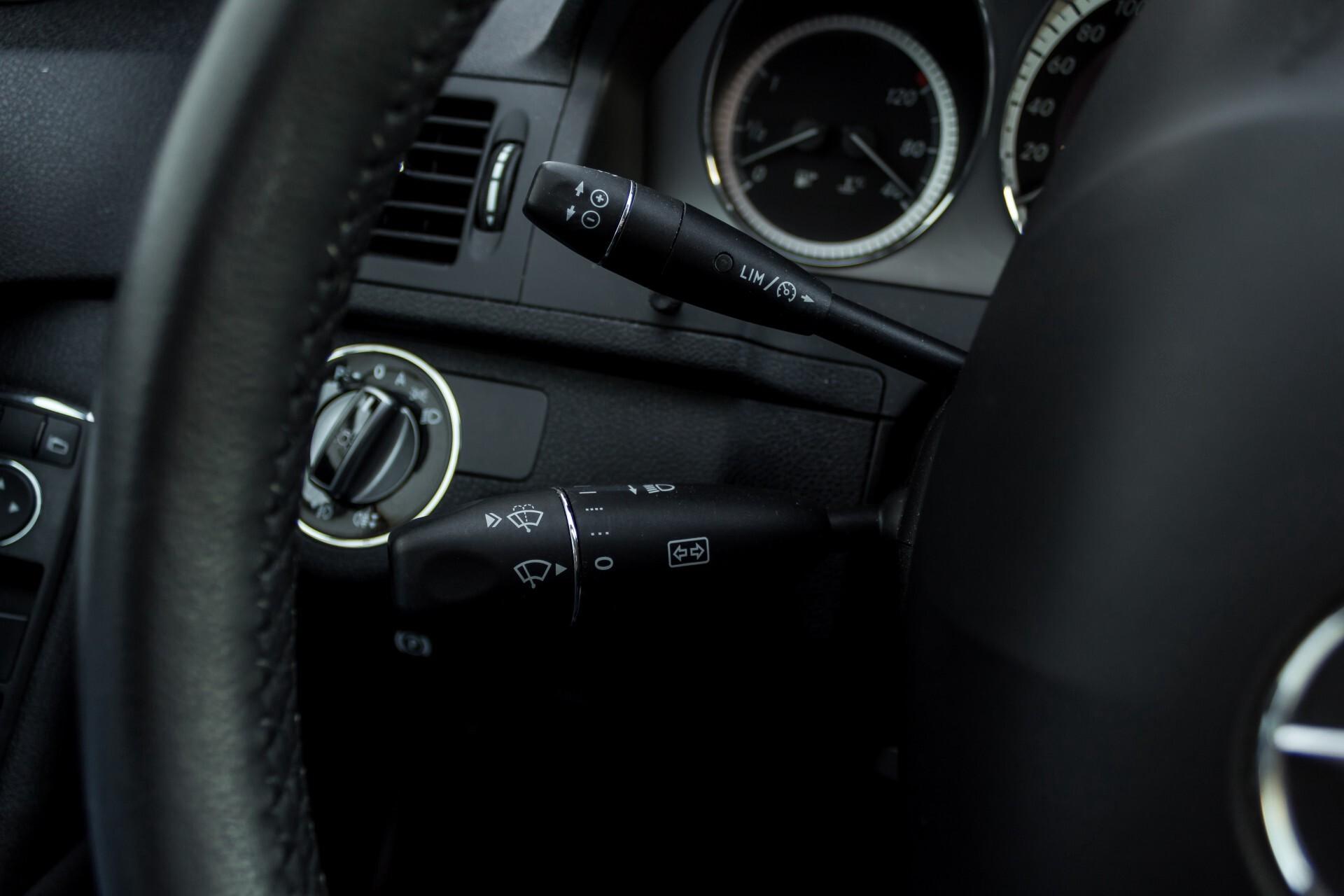 Mercedes-Benz C-Klasse 180 K Avantgarde 1ste eigenaar/NL geleverd/Dealer onderhouden/Volledig gedocumenteerd Foto 11