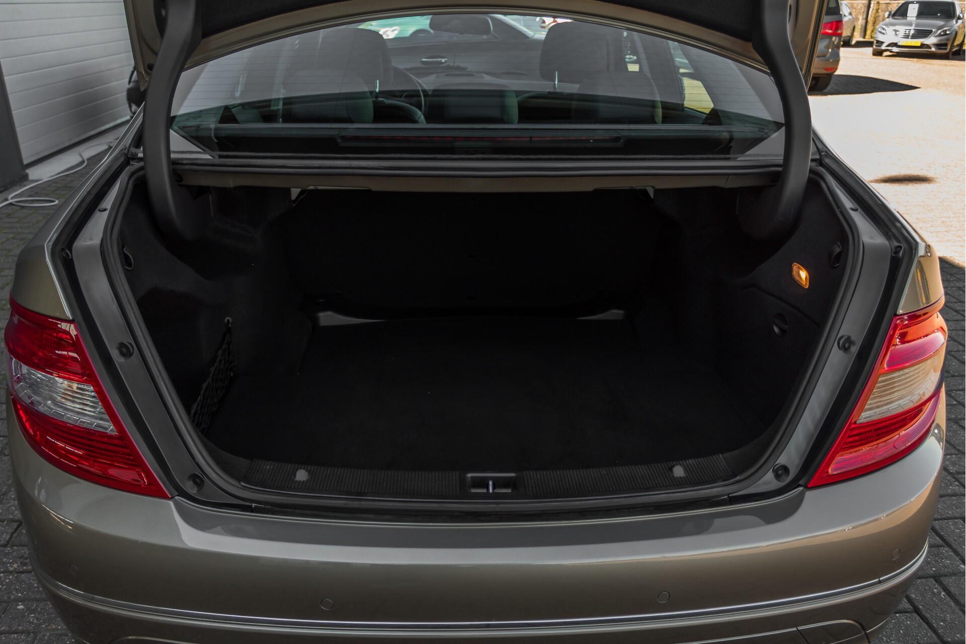 Mercedes-Benz C-Klasse 180 K Avantgarde 1ste eigenaar/NL geleverd/Dealer onderhouden/Volledig gedocumenteerd Foto 32