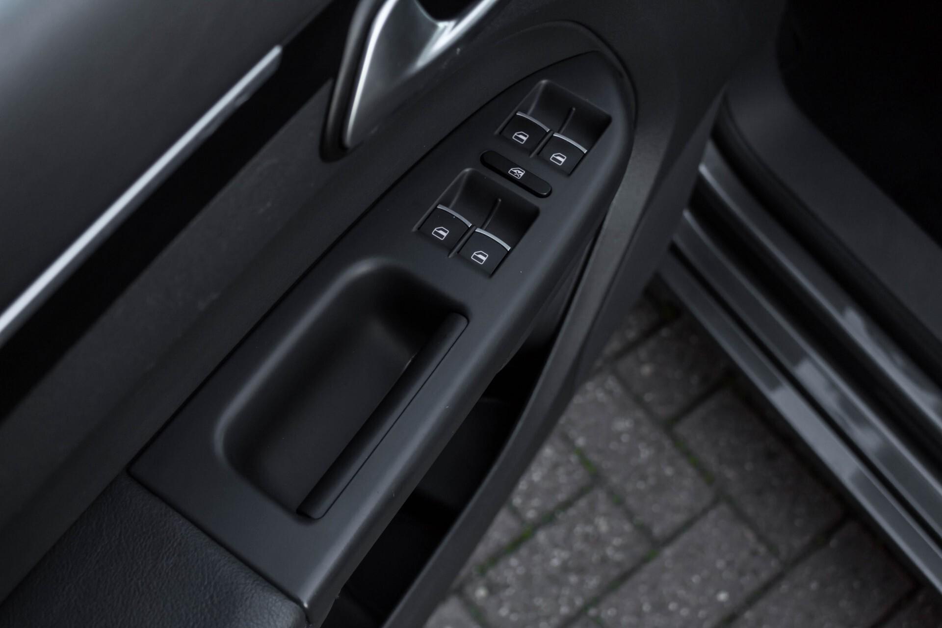 Volkswagen Touran 2.0 TDI Highline 7Persoons 177pk Panorama/Leder/Navi/Camera/Verw-Stln/Trhk/ECC/Xenon Aut Foto 33