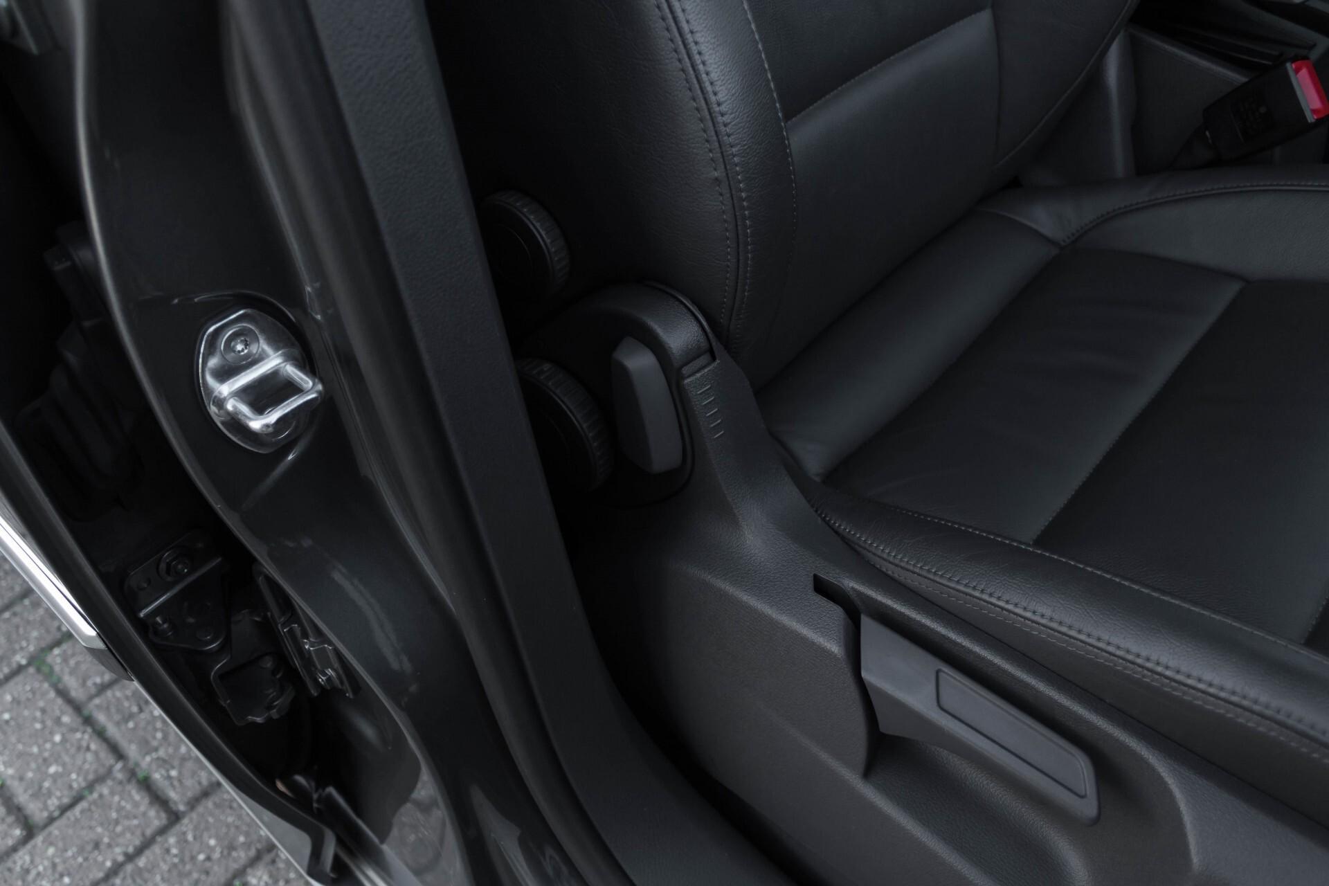 Volkswagen Touran 2.0 TDI Highline 7Persoons 177pk Panorama/Leder/Navi/Camera/Verw-Stln/Trhk/ECC/Xenon Aut Foto 36