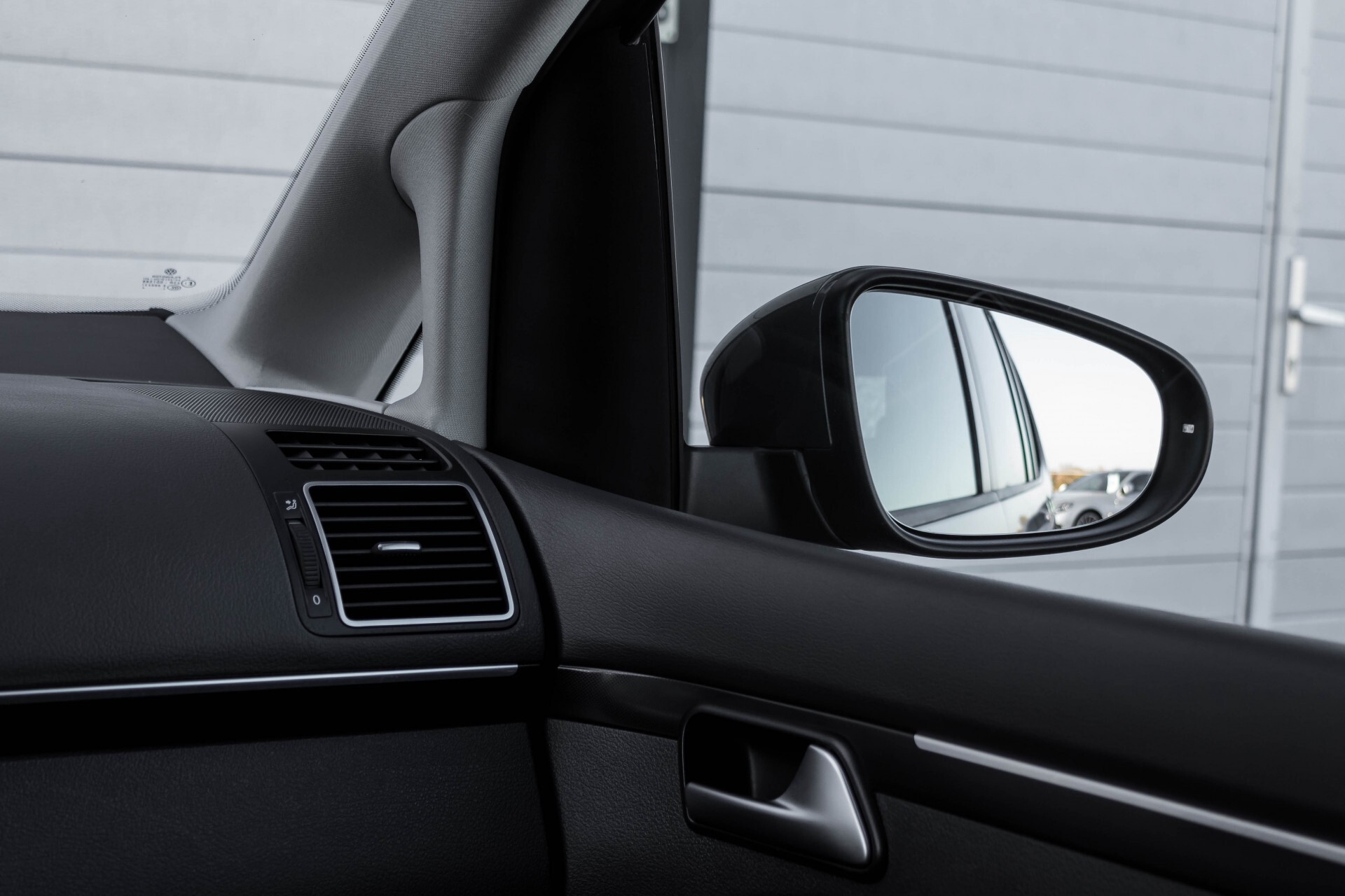 Volkswagen Touran 2.0 TDI Highline 7Persoons 177pk Panorama/Leder/Navi/Camera/Verw-Stln/Trhk/ECC/Xenon Aut Foto 38