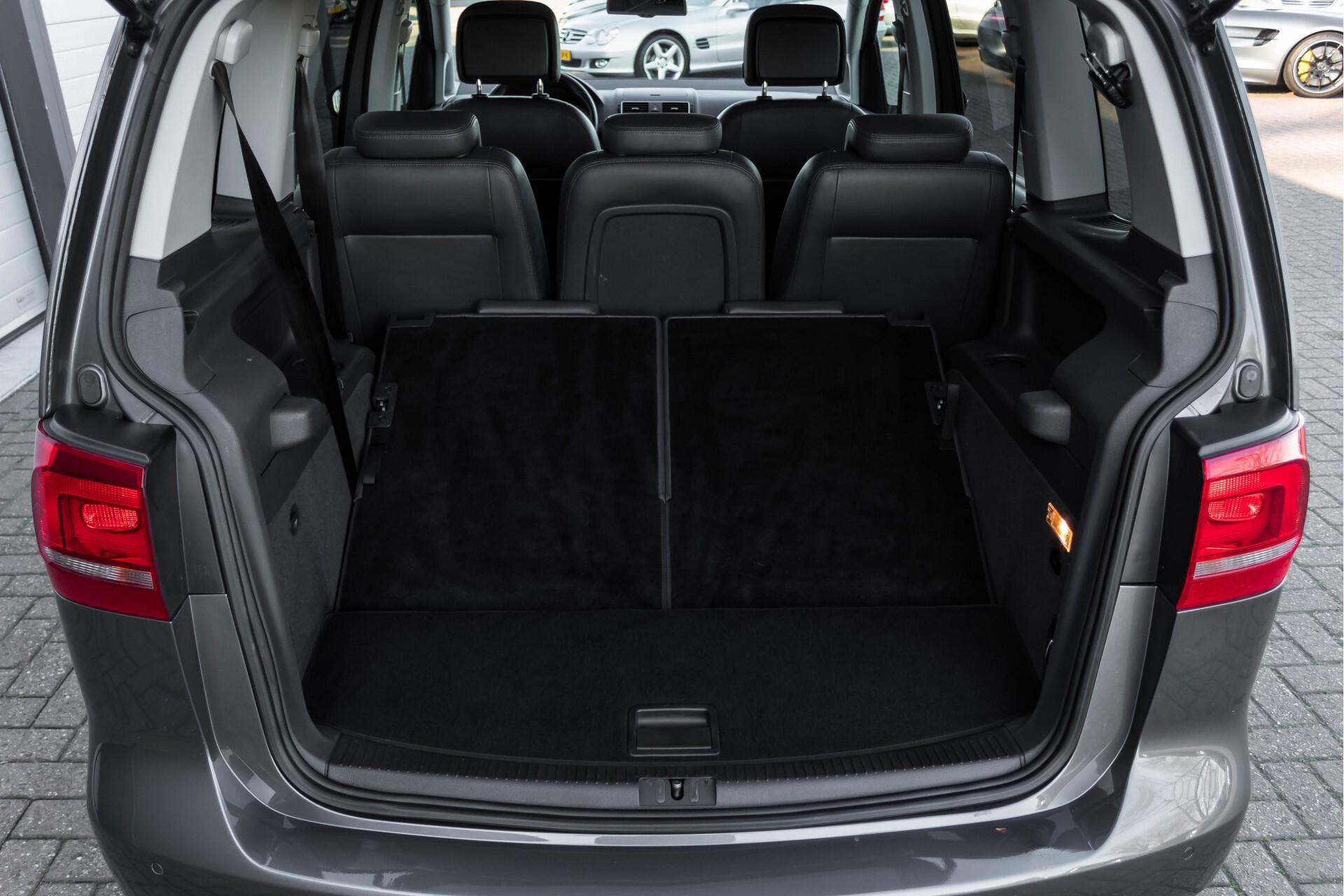 Volkswagen Touran 2.0 TDI Highline 7Persoons 177pk Panorama/Leder/Navi/Camera/Verw-Stln/Trhk/ECC/Xenon Aut Foto 40