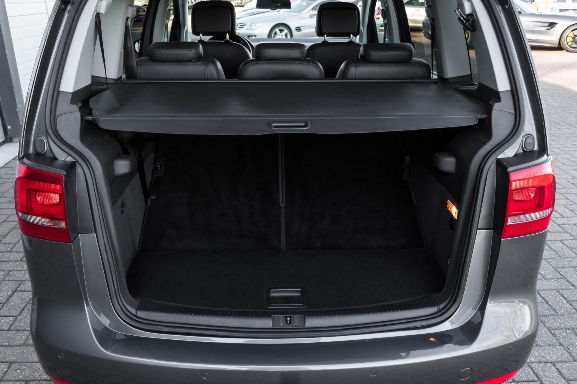 Volkswagen Touran 2.0 TDI Highline 7Persoons 177pk Panorama/Leder/Navi/Camera/Verw-Stln/Trhk/ECC/Xenon Aut Foto 41