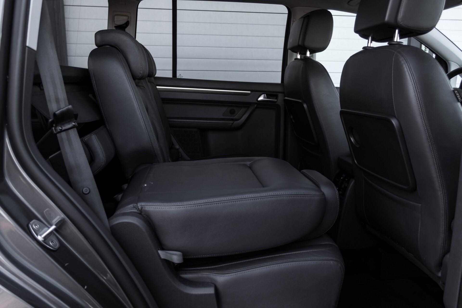 Volkswagen Touran 2.0 TDI Highline 7Persoons 177pk Panorama/Leder/Navi/Camera/Verw-Stln/Trhk/ECC/Xenon Aut Foto 5