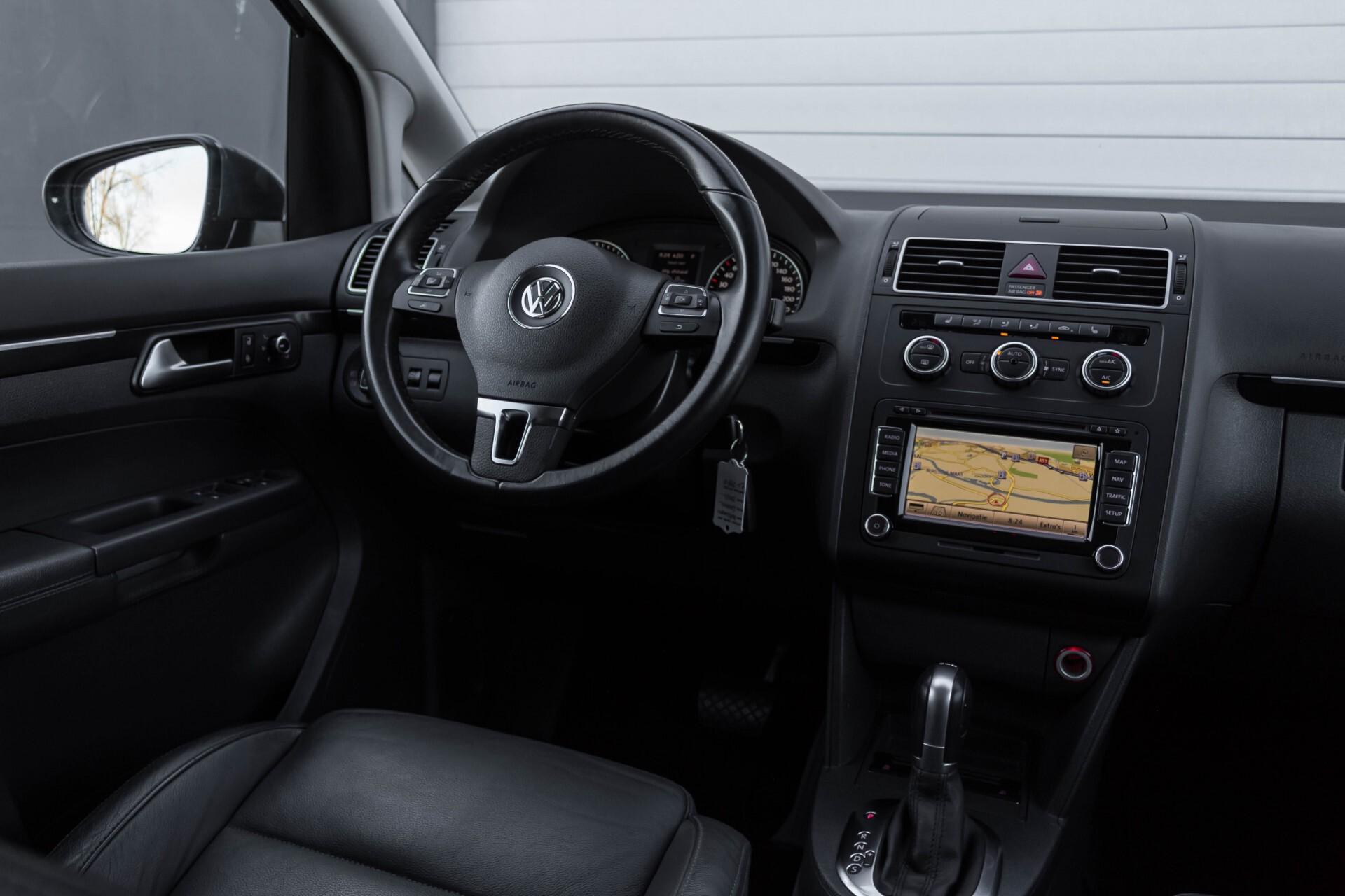 Volkswagen Touran 2.0 TDI Highline 7Persoons 177pk Panorama/Leder/Navi/Camera/Verw-Stln/Trhk/ECC/Xenon Aut Foto 8