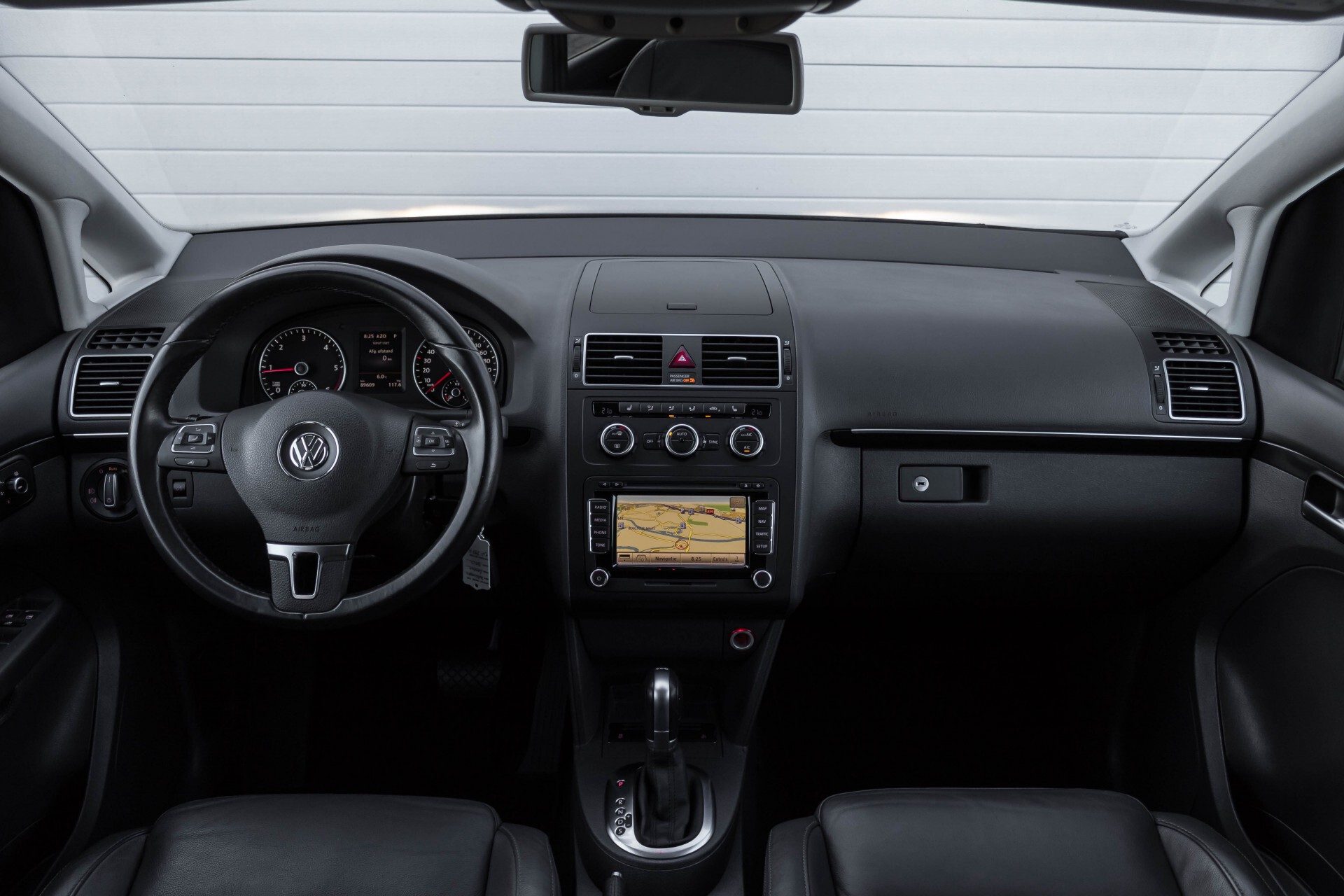 Volkswagen Touran 2.0 TDI Highline 7Persoons 177pk Panorama/Leder/Navi/Camera/Verw-Stln/Trhk/ECC/Xenon Aut Foto 9