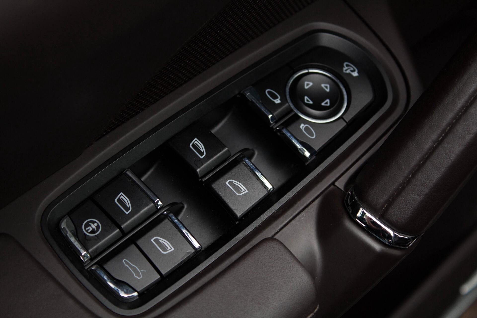 Porsche Cayenne 4.8 Turbo Exclusive/Panorama/Bose/21''/Sportstoelen Aut8 Foto 16