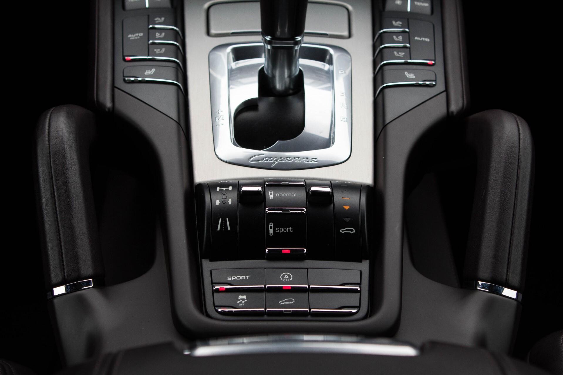 Porsche Cayenne 4.8 Turbo Exclusive/Panorama/Bose/21''/Sportstoelen Aut8 Foto 31
