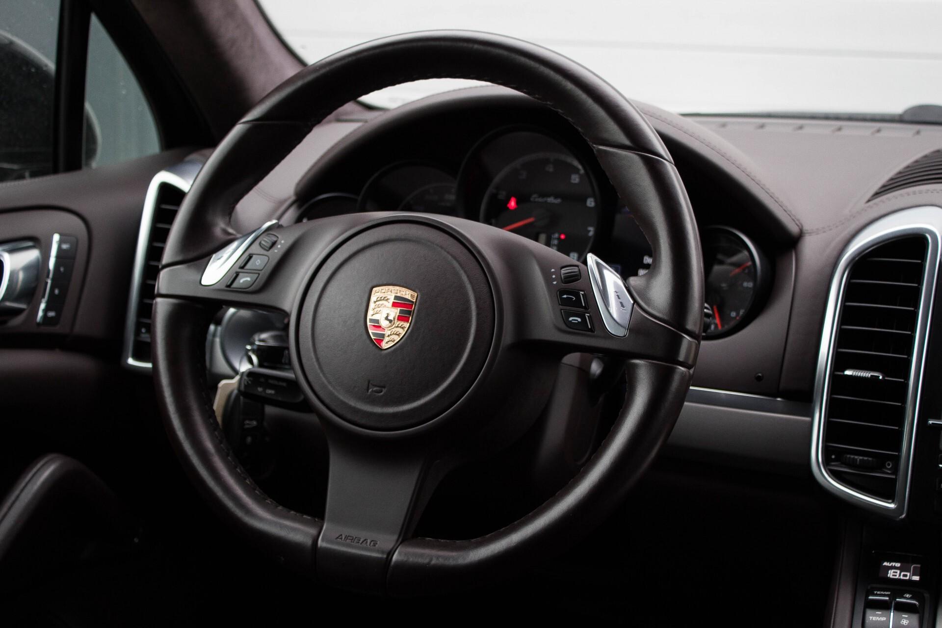 Porsche Cayenne 4.8 Turbo Exclusive/Panorama/Bose/21''/Sportstoelen Aut8 Foto 8