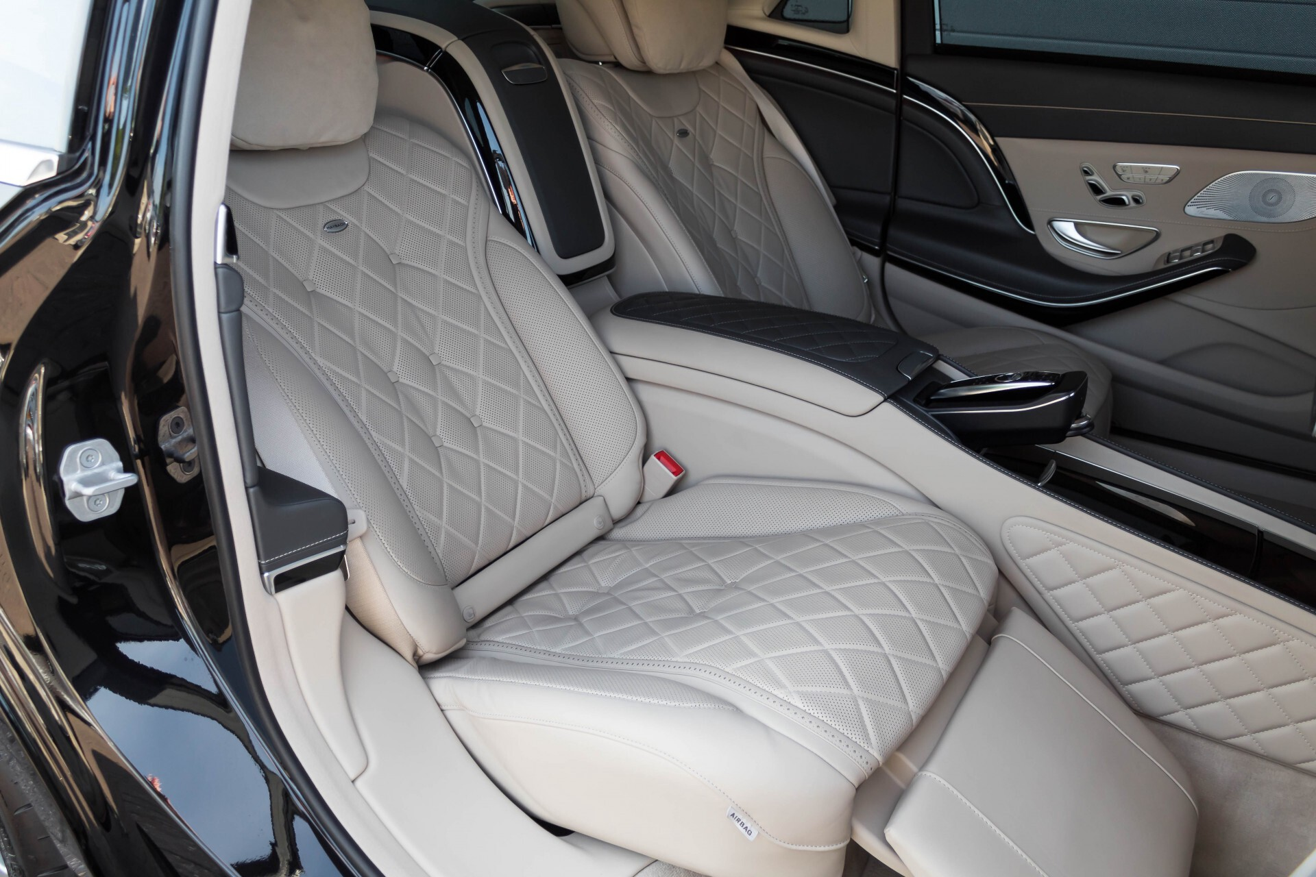 Mercedes-Benz S-Klasse 560 Maybach 4-M Designo First Class Full Options Aut9 Foto 7
