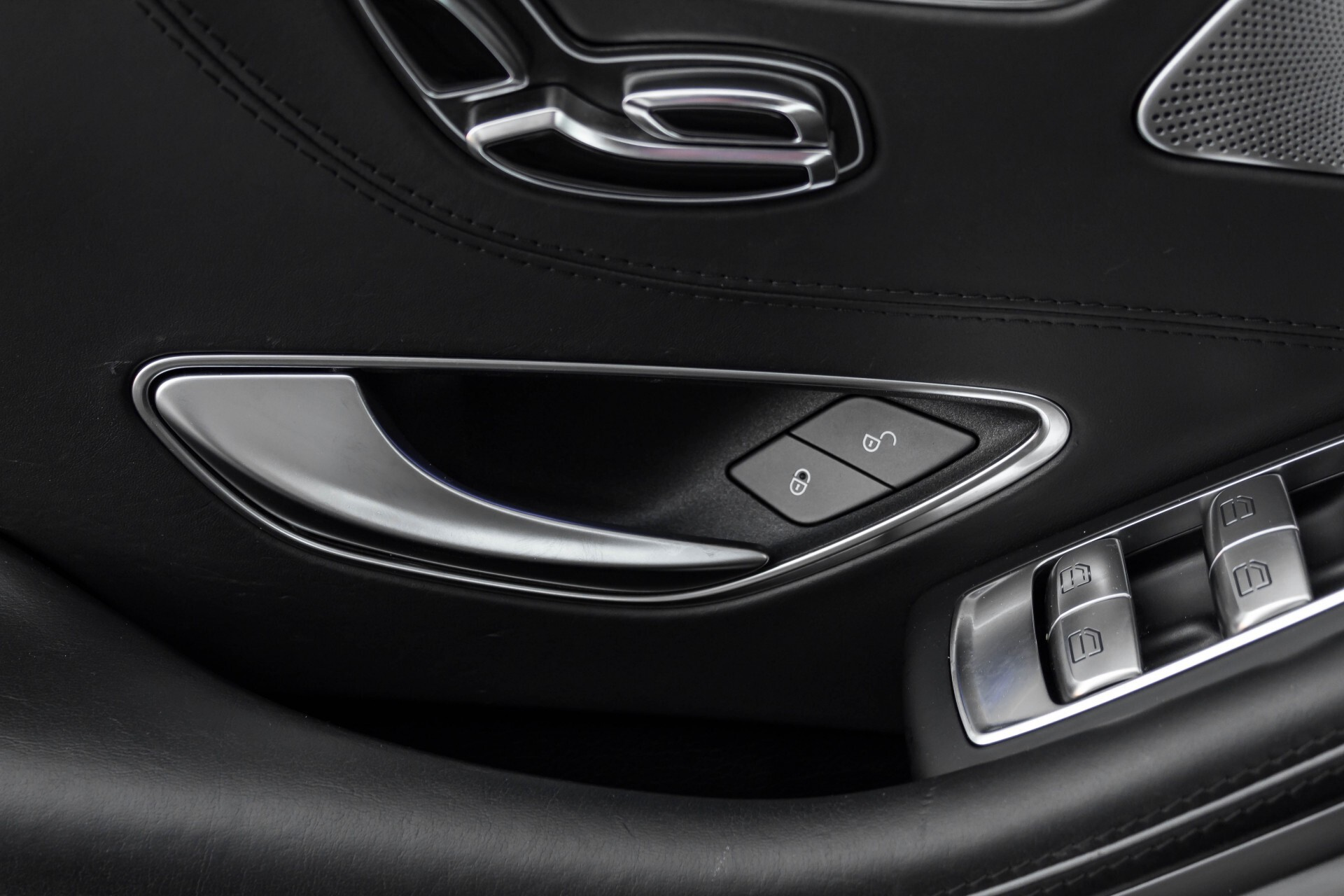 Mercedes-Benz S-Klasse Coupé 63 AMG 4-M Ceramic/Akrapovic/Swarowski/Designo/Burmester High End Aut7 Foto 25