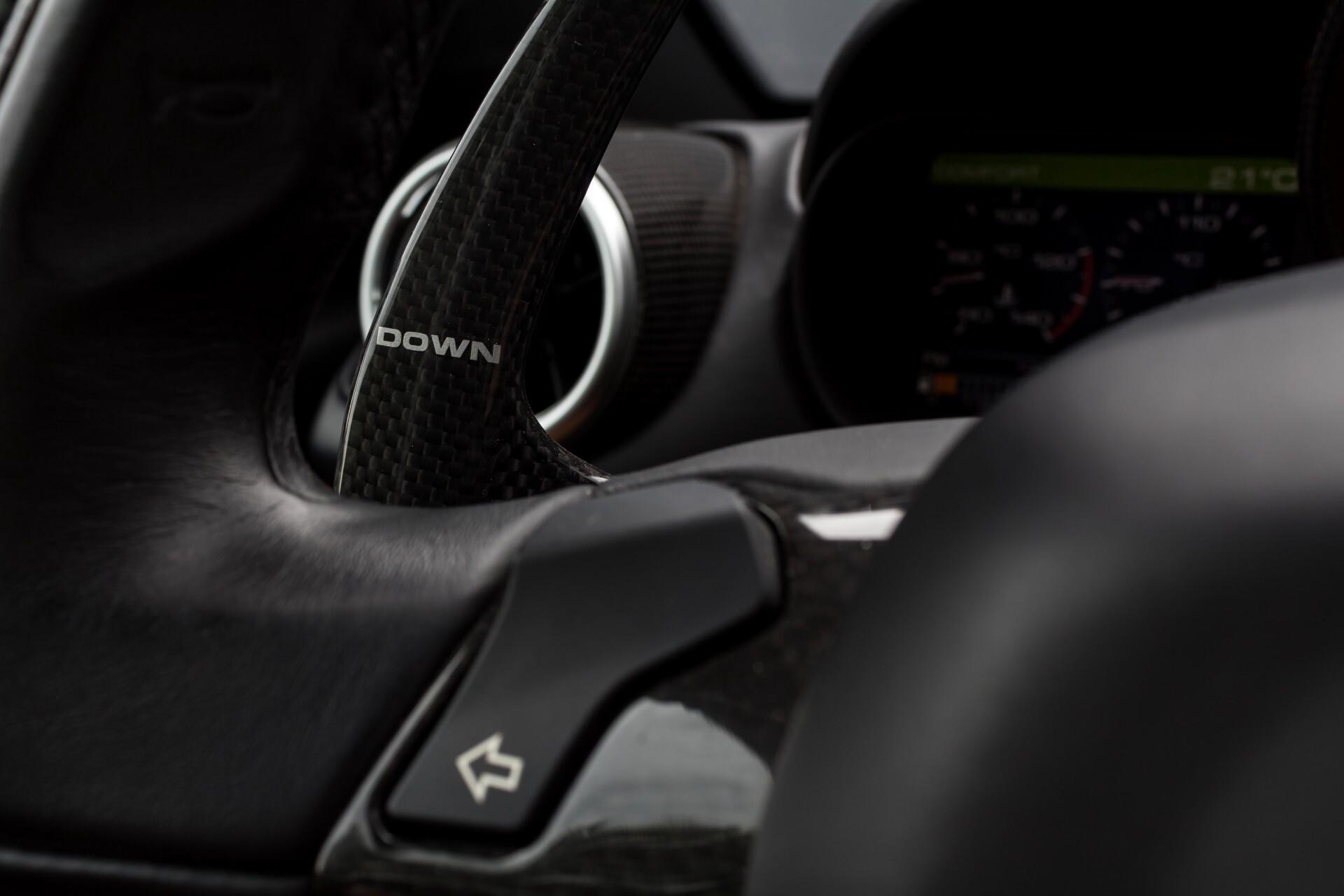 Ferrari California 3.9 T Full Carbon Nieuwprijs: €284081 Foto 11