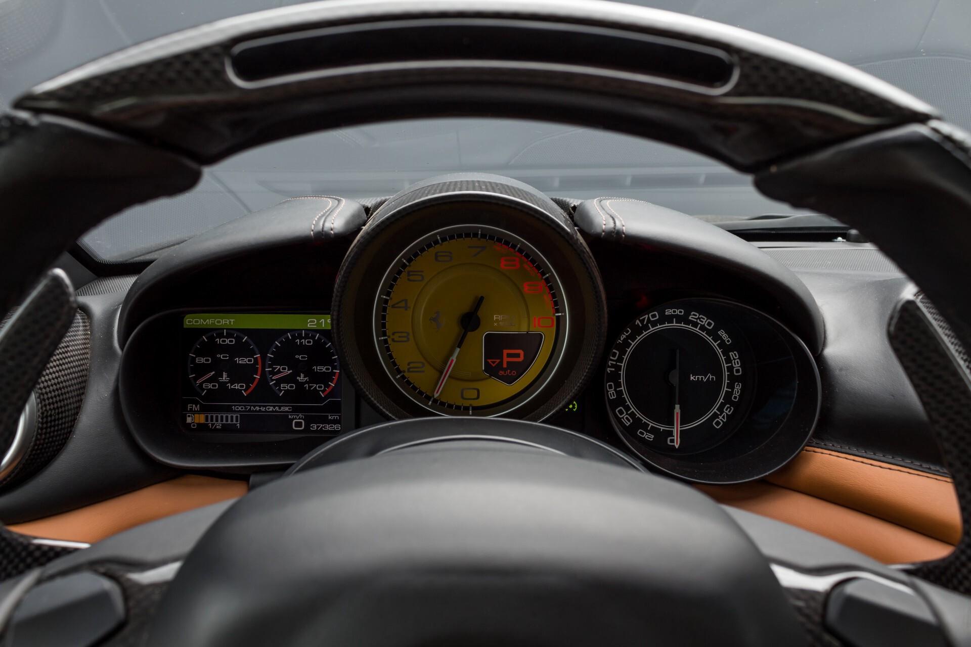 Ferrari California 3.9 T Full Carbon Nieuwprijs: €284081 Foto 12