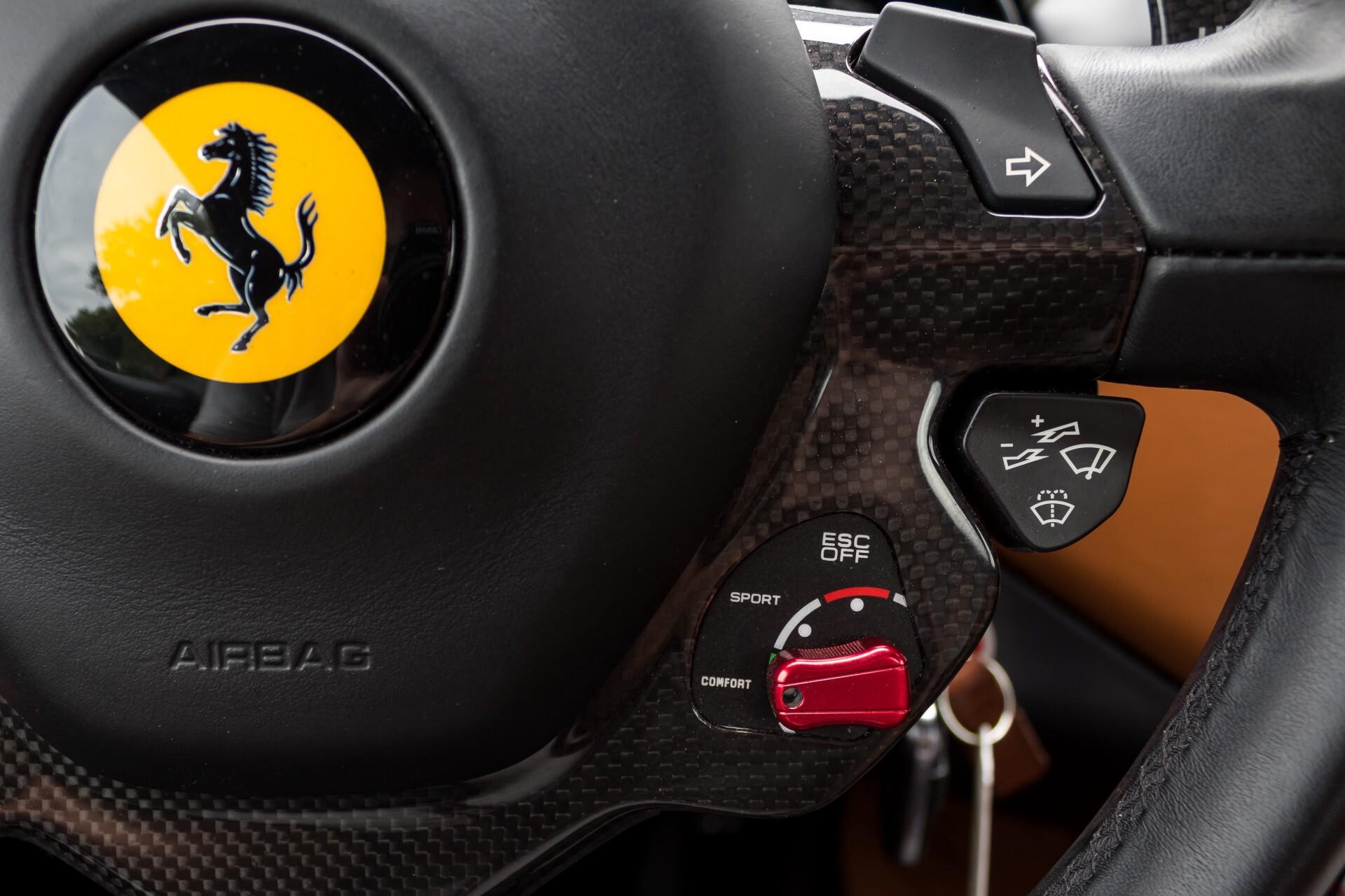 Ferrari California 3.9 T Full Carbon Nieuwprijs: €284081 Foto 14