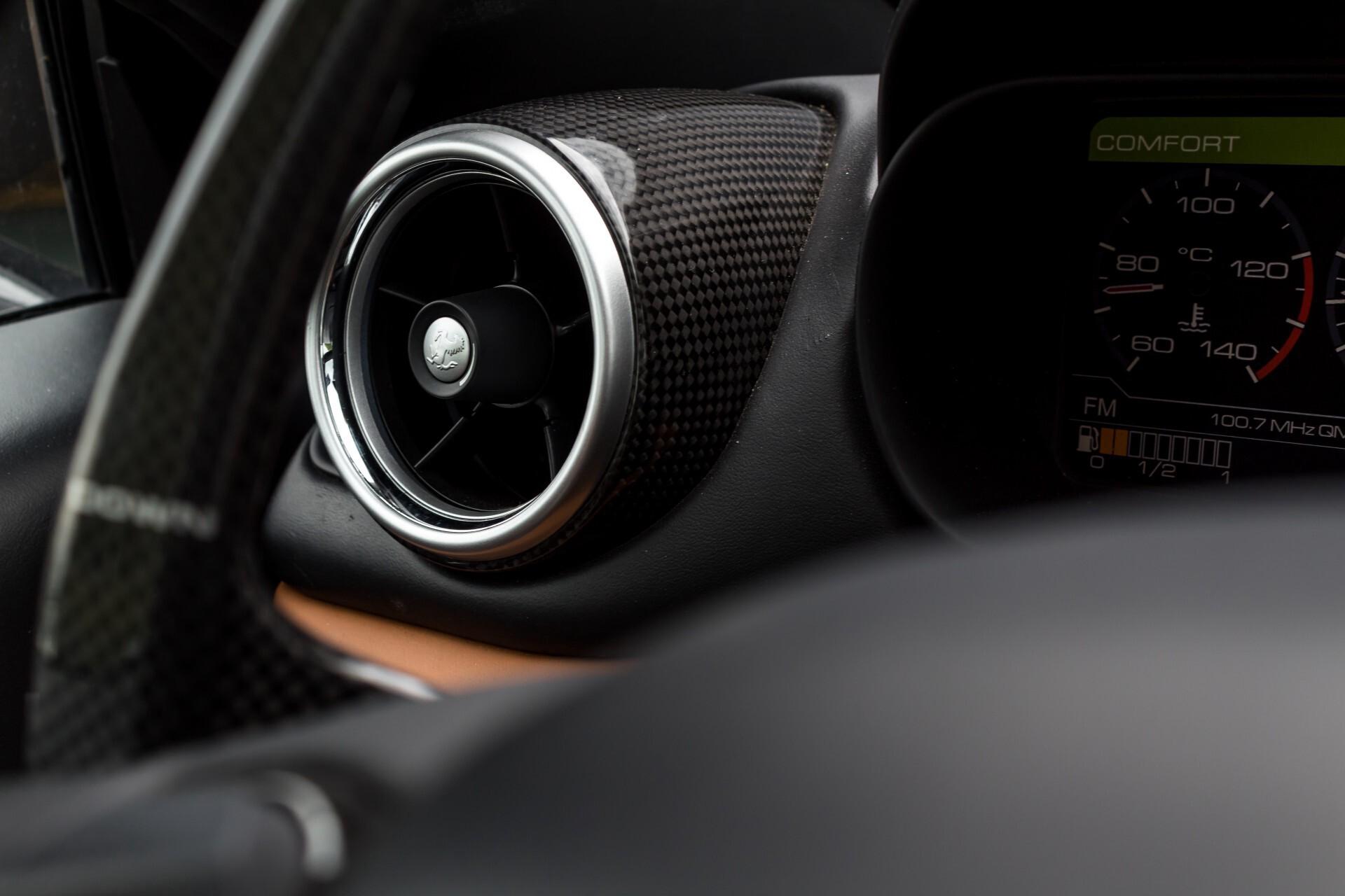 Ferrari California 3.9 T Full Carbon Nieuwprijs: €284081 Foto 17