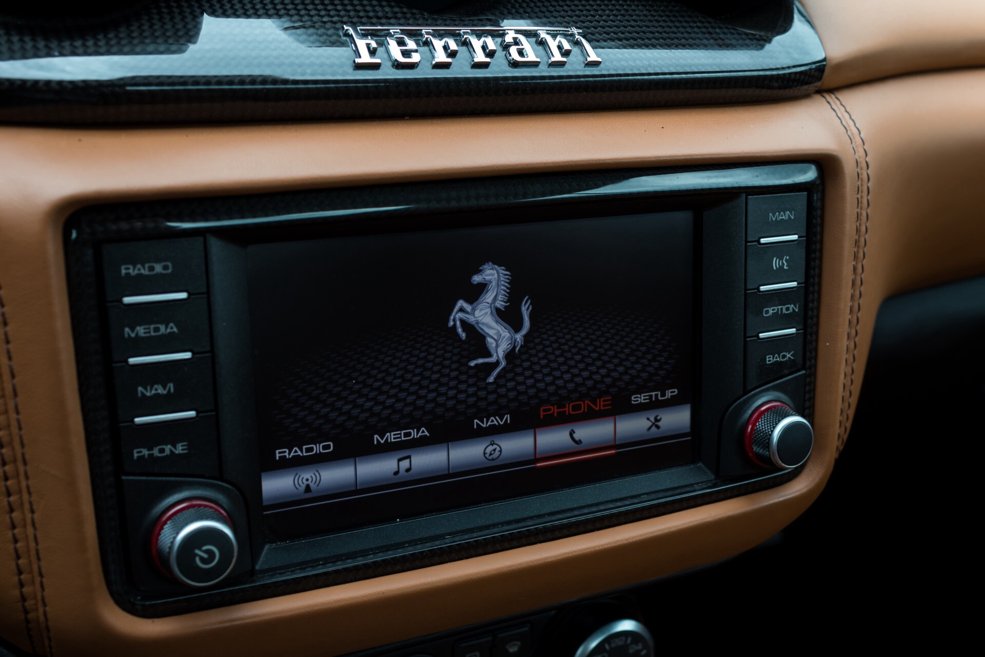 Ferrari California 3.9 T Full Carbon Nieuwprijs: €284081 Foto 24