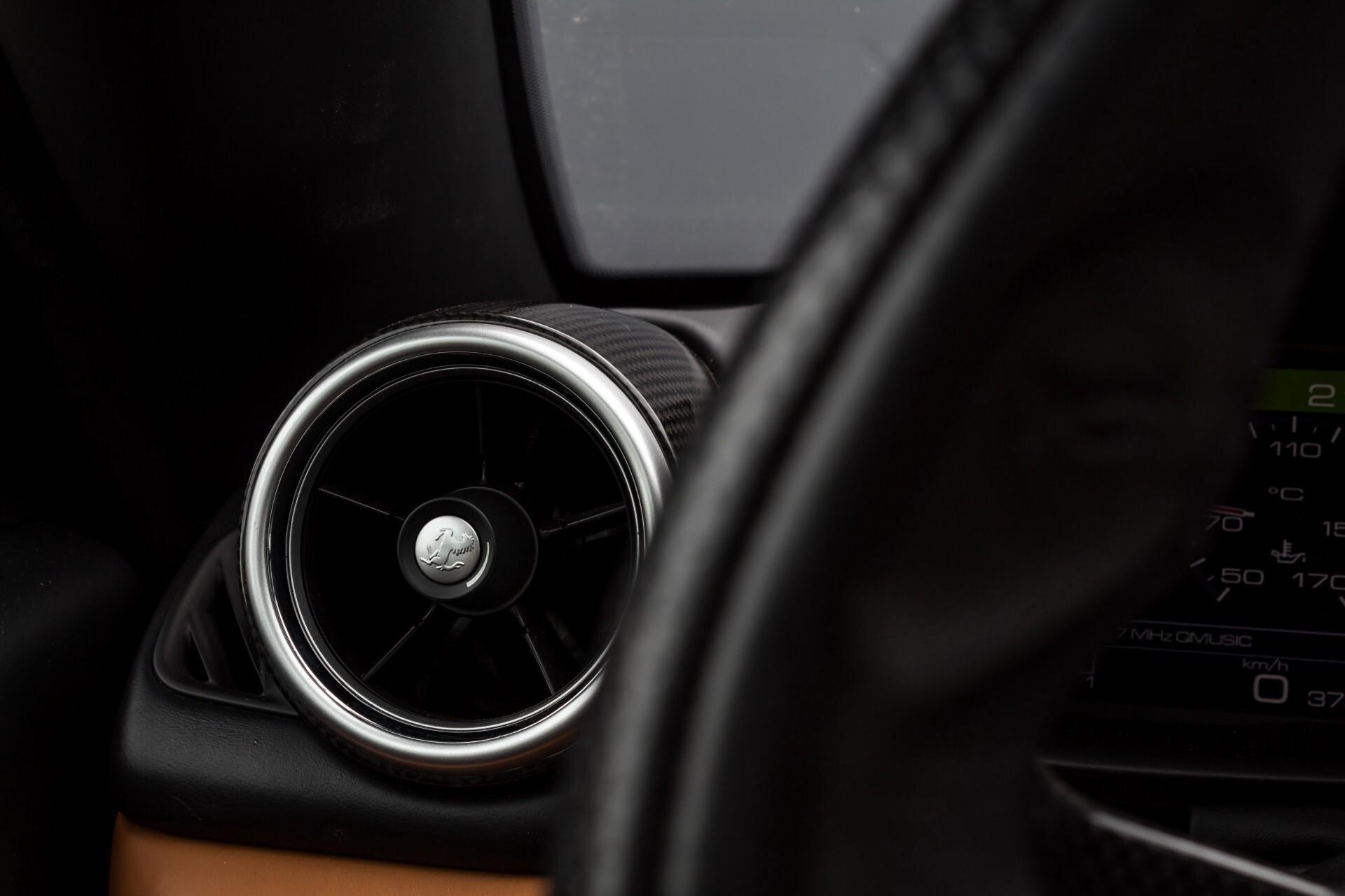 Ferrari California 3.9 T Full Carbon Nieuwprijs: €284081 Foto 26