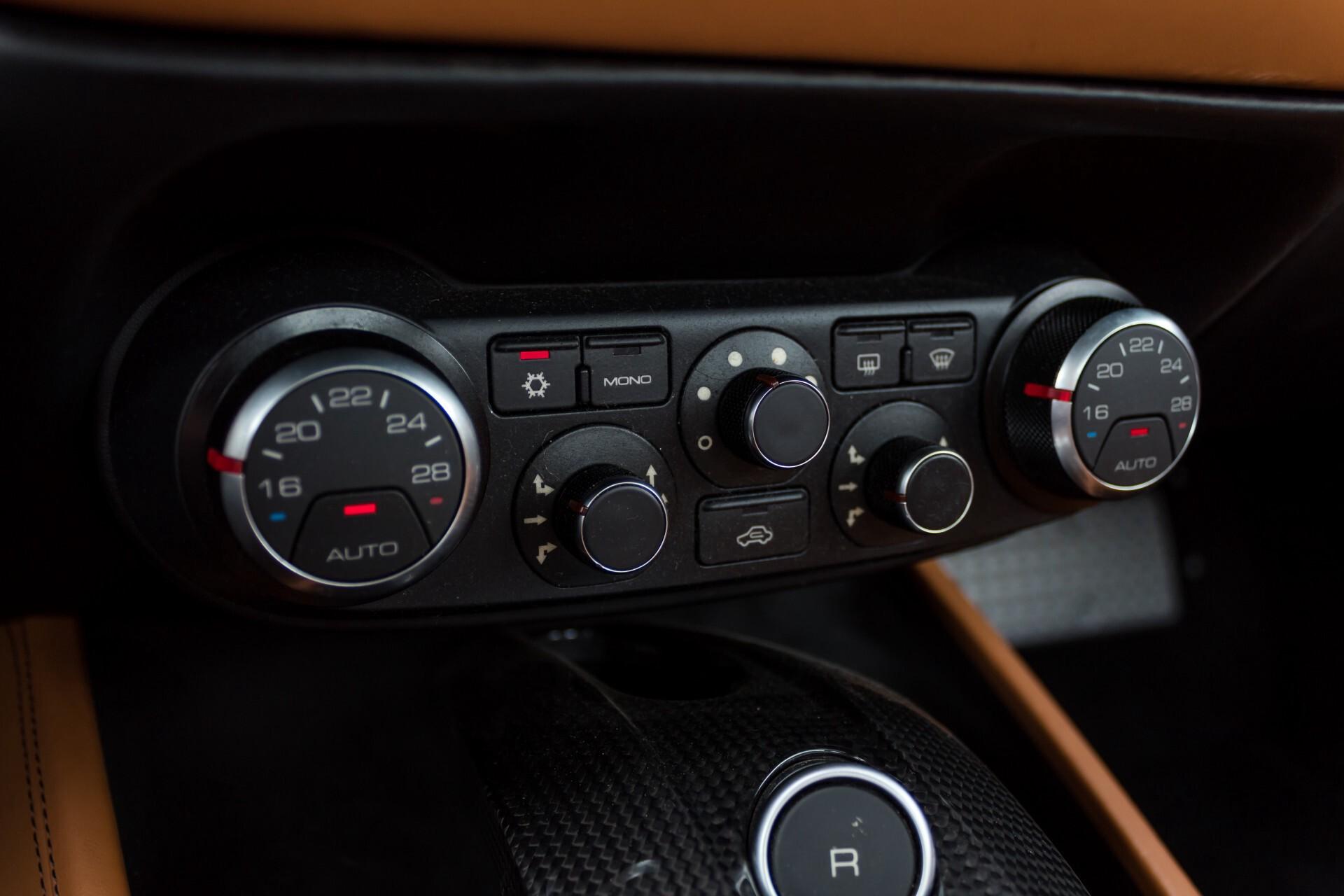 Ferrari California 3.9 T Full Carbon Nieuwprijs: €284081 Foto 28