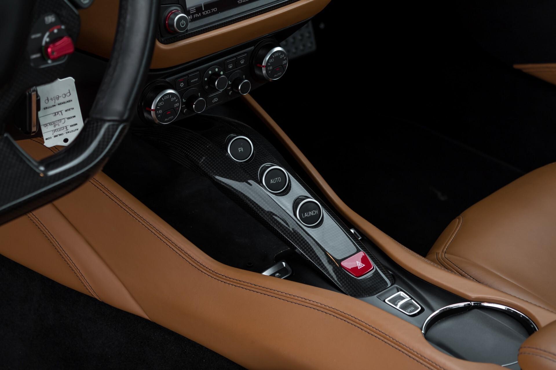 Ferrari California 3.9 T Full Carbon Nieuwprijs: €284081 Foto 29