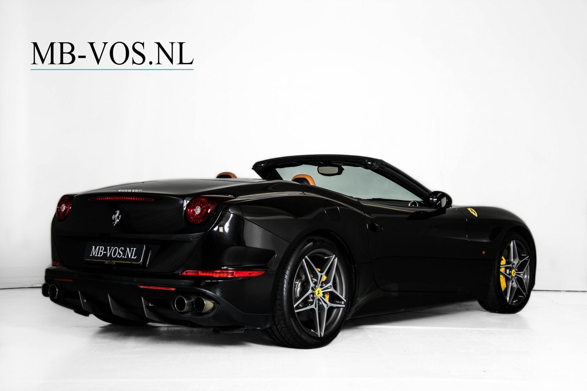 Ferrari California 3.9 T Full Carbon Nieuwprijs: €284081 Foto 3