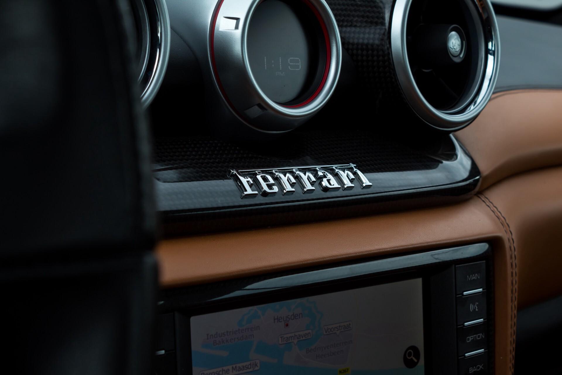 Ferrari California 3.9 T Full Carbon Nieuwprijs: €284081 Foto 32