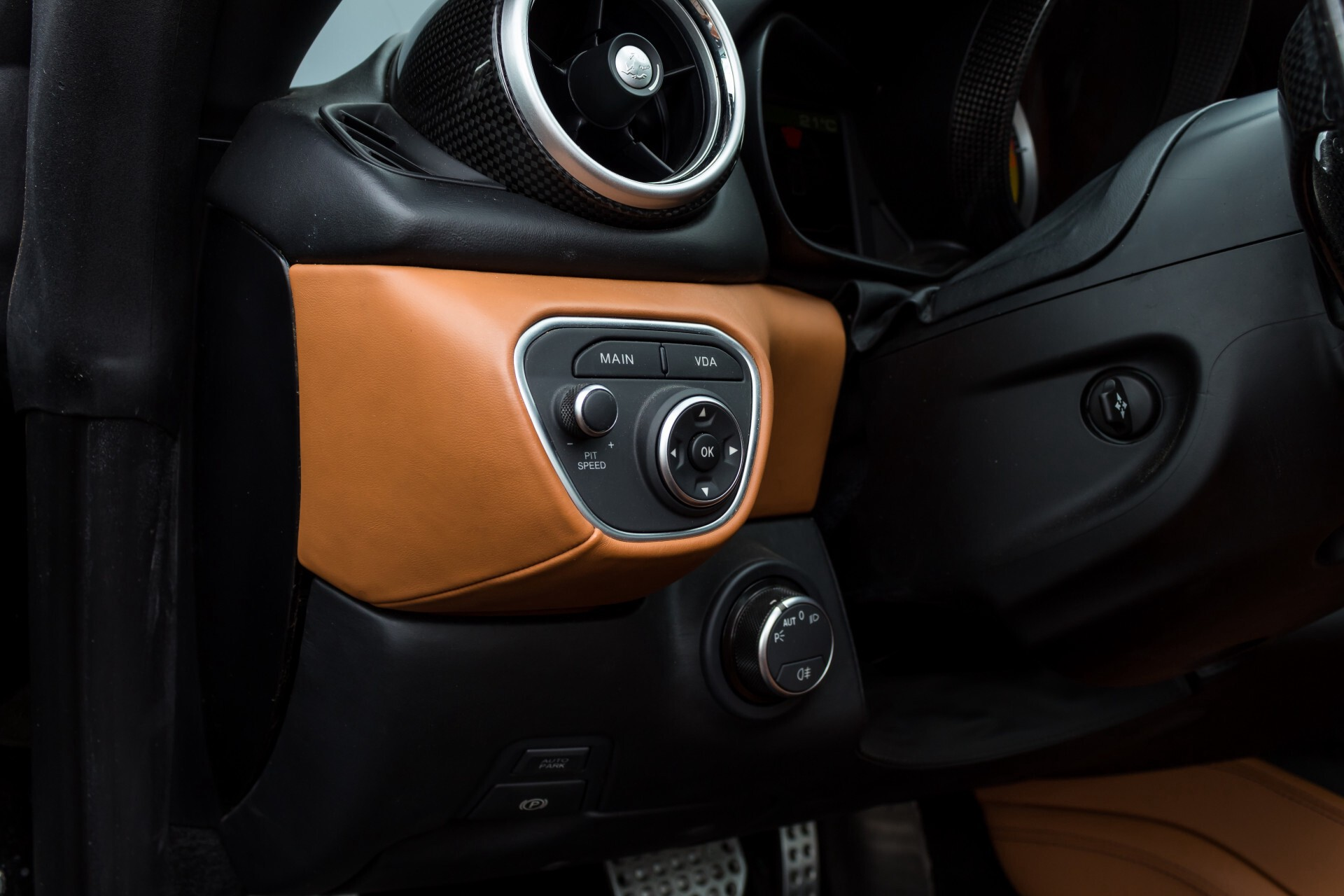Ferrari California 3.9 T Full Carbon Nieuwprijs: €284081 Foto 40