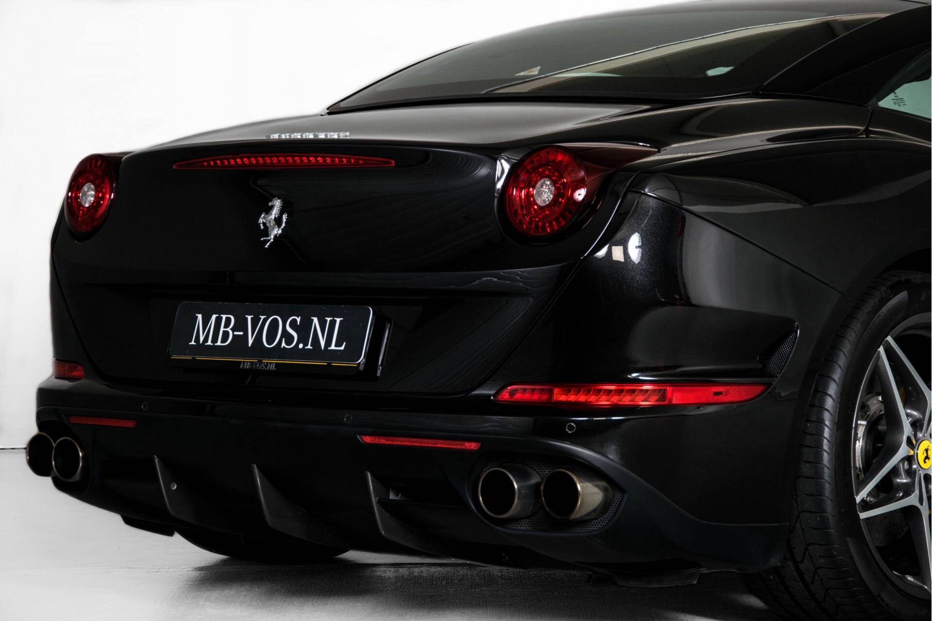 Ferrari California 3.9 T Full Carbon Nieuwprijs: €284081 Foto 52