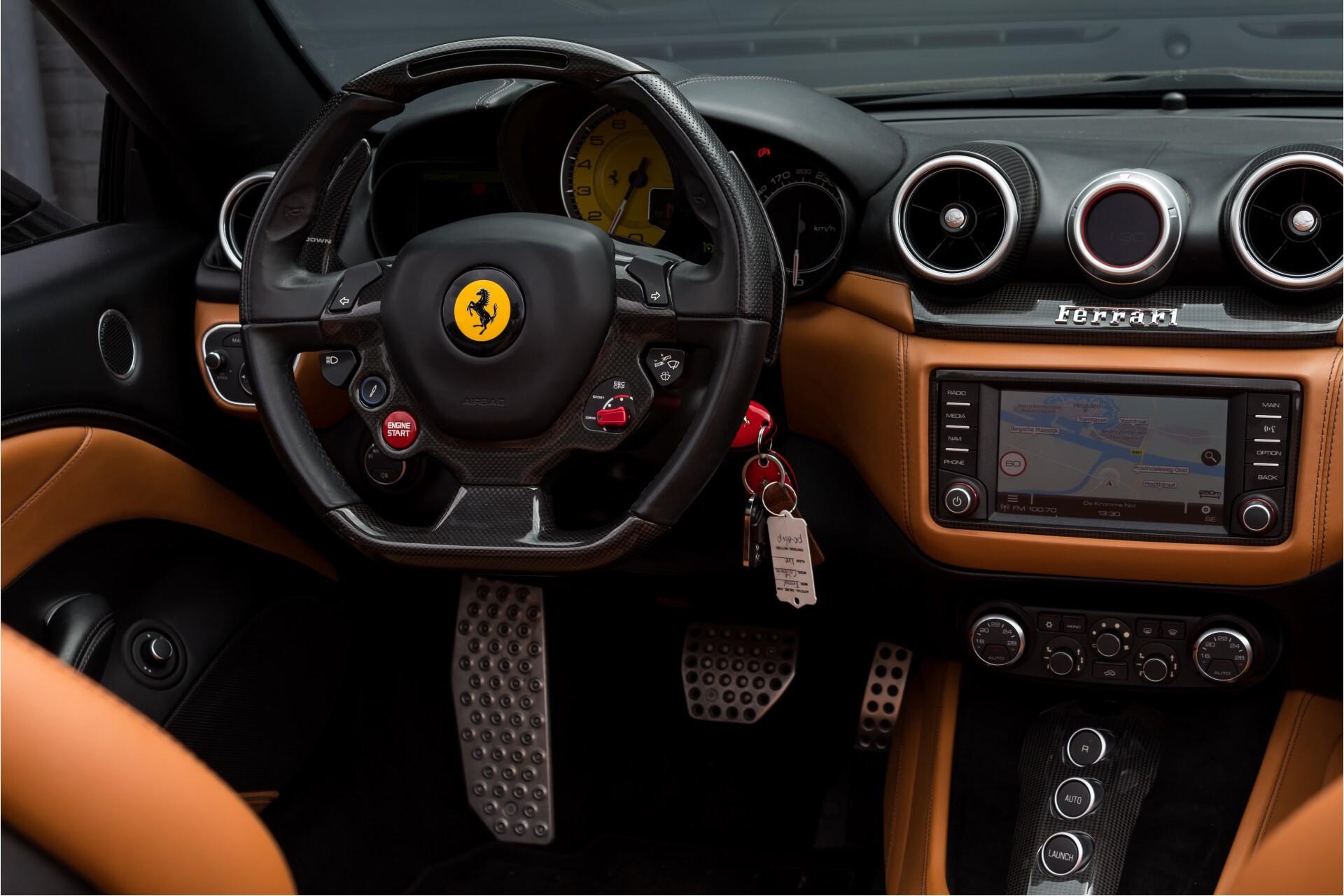 Ferrari California 3.9 T Full Carbon Nieuwprijs: €284081 Foto 6