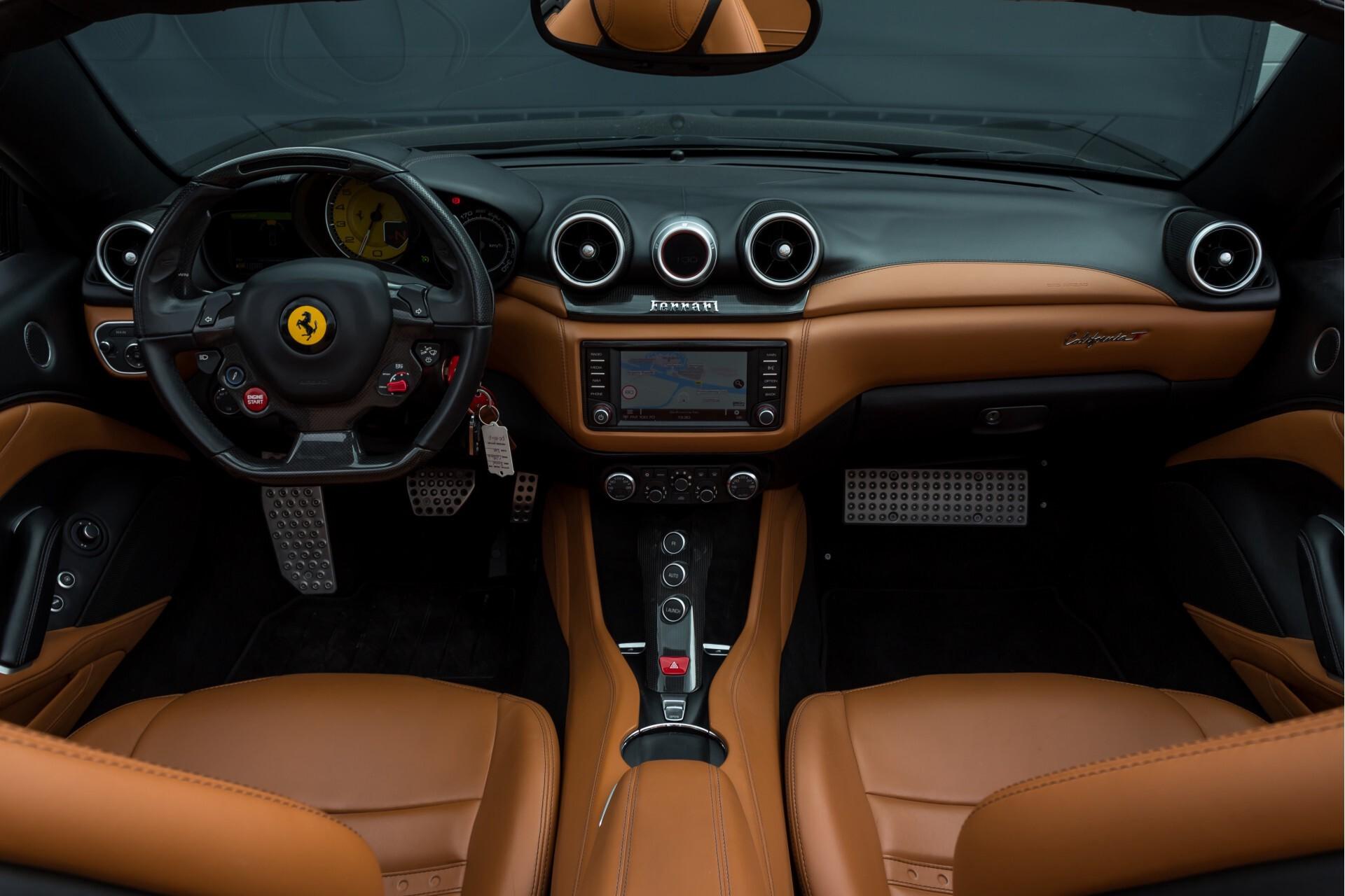 Ferrari California 3.9 T Full Carbon Nieuwprijs: €284081 Foto 7