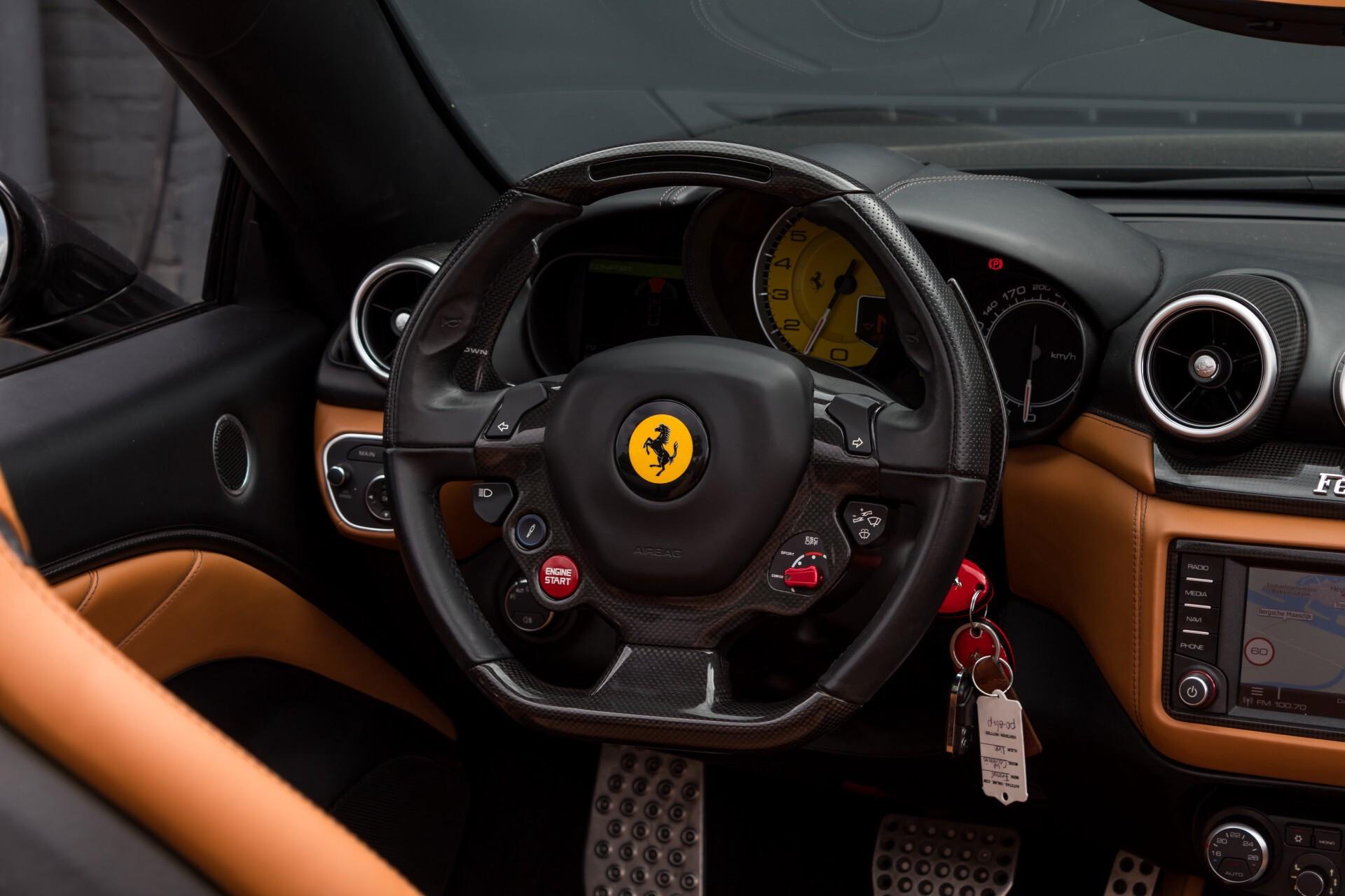 Ferrari California 3.9 T Full Carbon Nieuwprijs: €284081 Foto 8