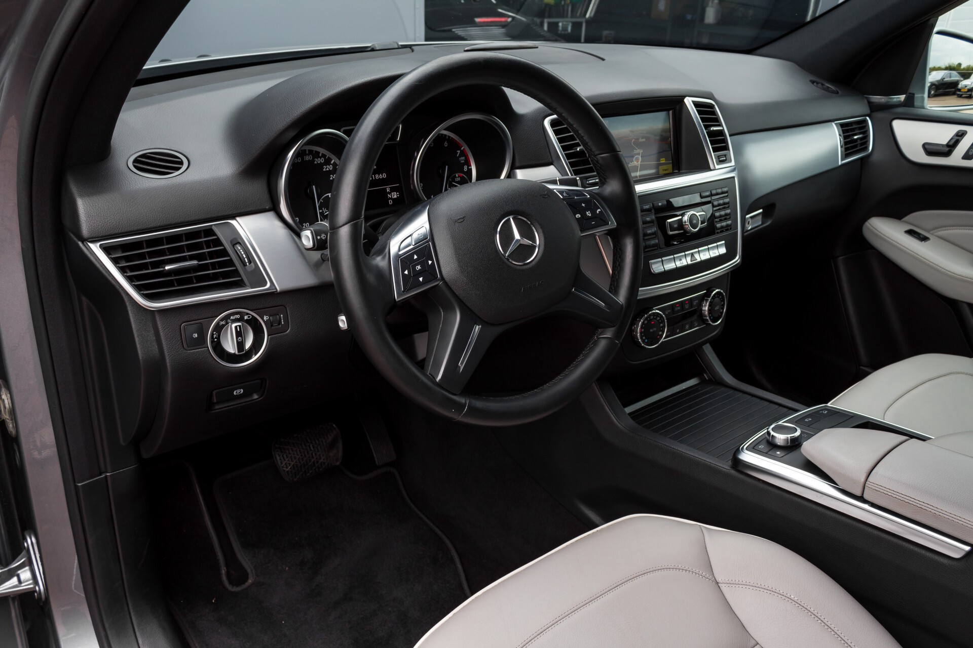 Mercedes-Benz M-Klasse 350 AMG 4-M Panorama/Keyless/Harman-Kardon/Camera/Trekhaak Aut7 Foto 31