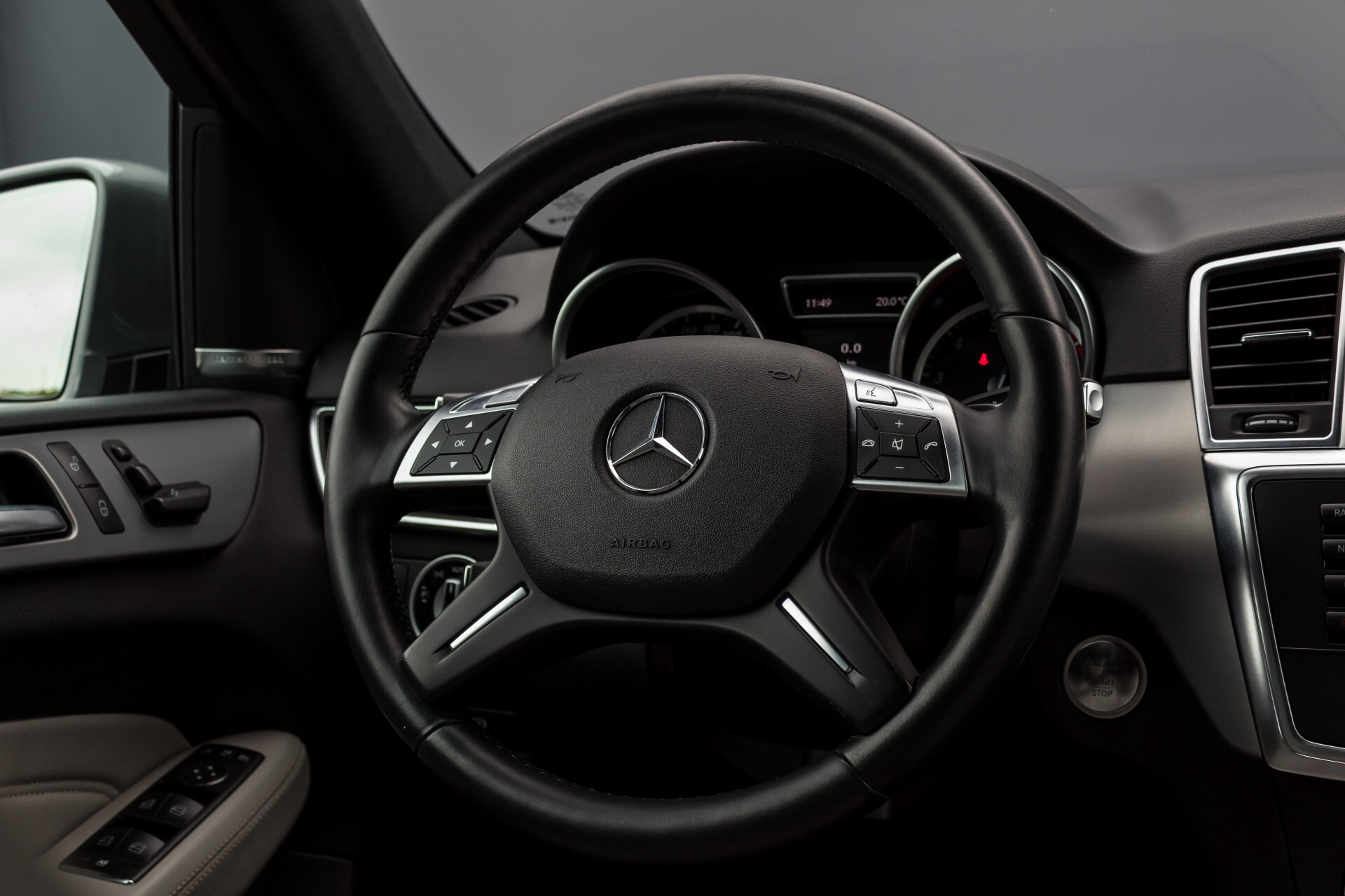 Mercedes-Benz M-Klasse 350 AMG 4-M Panorama/Keyless/Harman-Kardon/Camera/Trekhaak Aut7 Foto 9