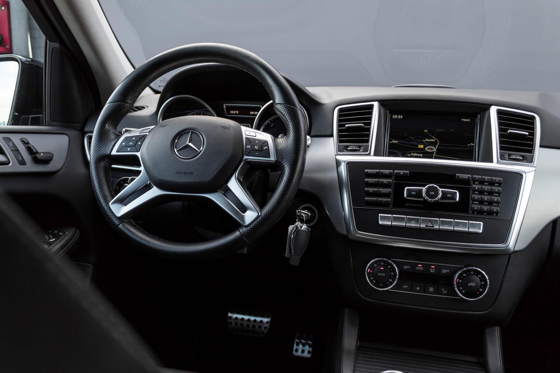 Mercedes-Benz M-Klasse 350 Bluetec 4-M Luchtvering/Schuifdak/ILS/Trekhaak/Comand Aut7 Foto 7