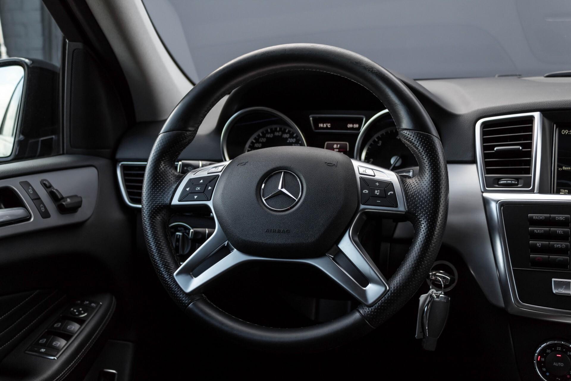 Mercedes-Benz M-Klasse 350 Bluetec 4-M Luchtvering/Schuifdak/ILS/Trekhaak/Comand Aut7 Foto 9