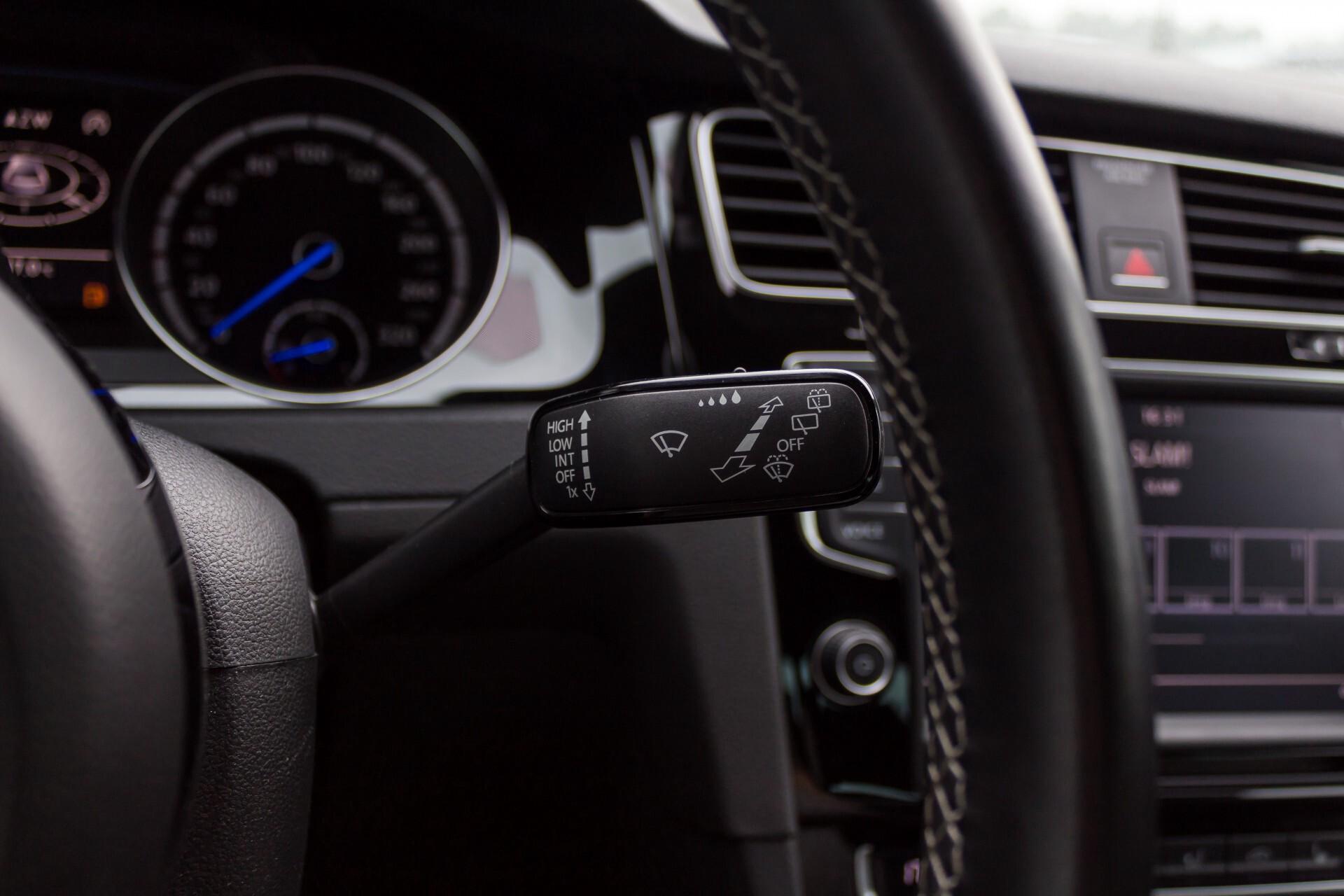 """Volkswagen Golf 2.0 TSI R 4Motion 300 pk Executive Plus/Keyless/DAB/19"""" Foto 11"""