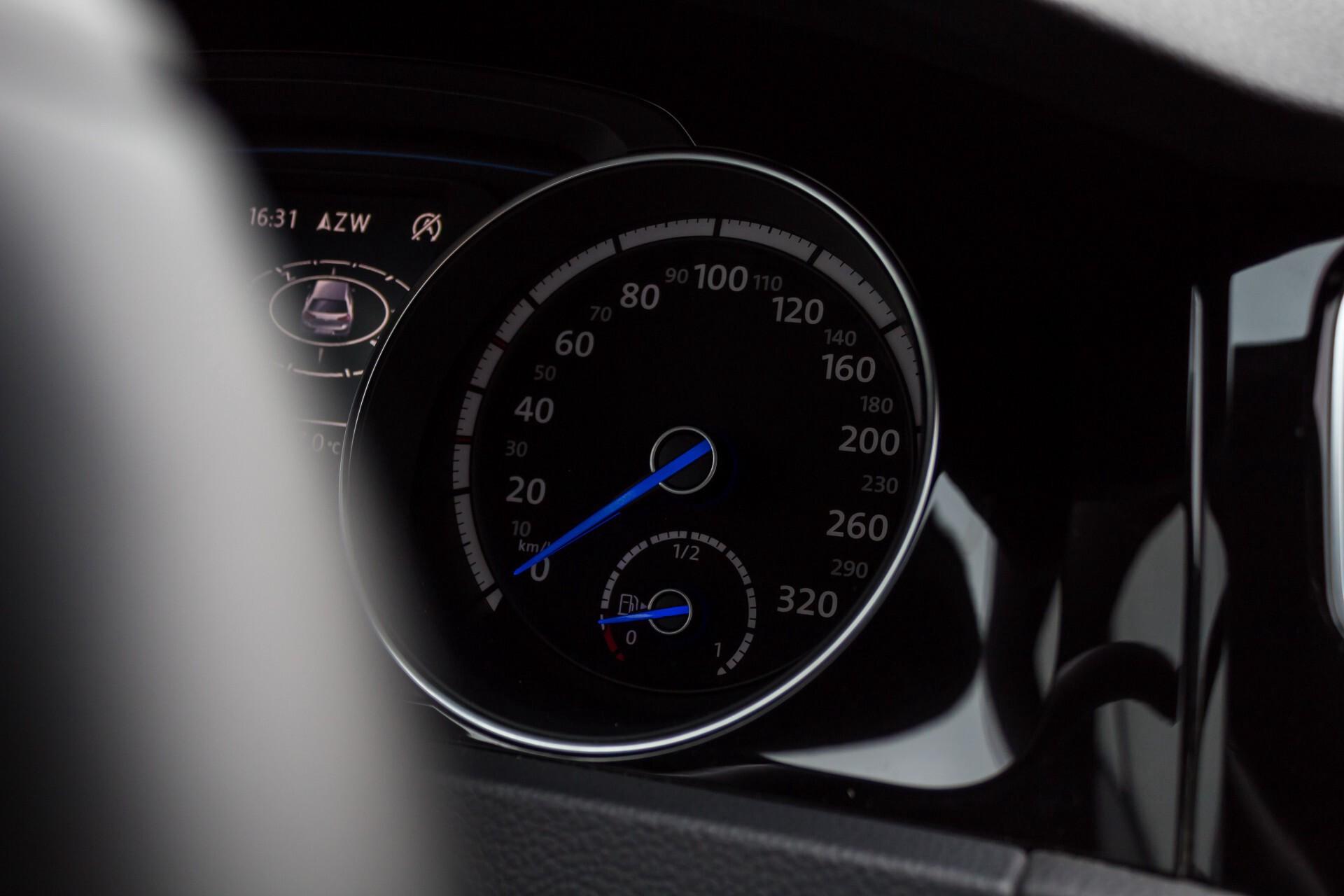 """Volkswagen Golf 2.0 TSI R 4Motion 300 pk Executive Plus/Keyless/DAB/19"""" Foto 13"""
