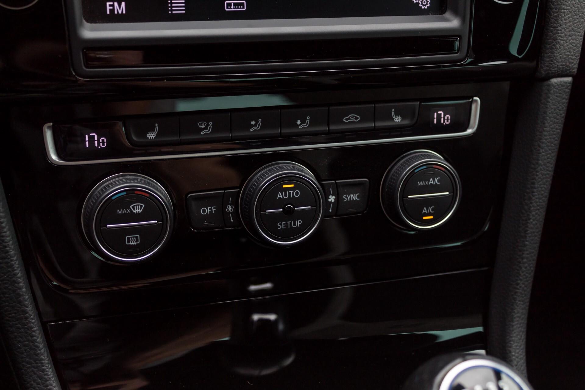 """Volkswagen Golf 2.0 TSI R 4Motion 300 pk Executive Plus/Keyless/DAB/19"""" Foto 17"""