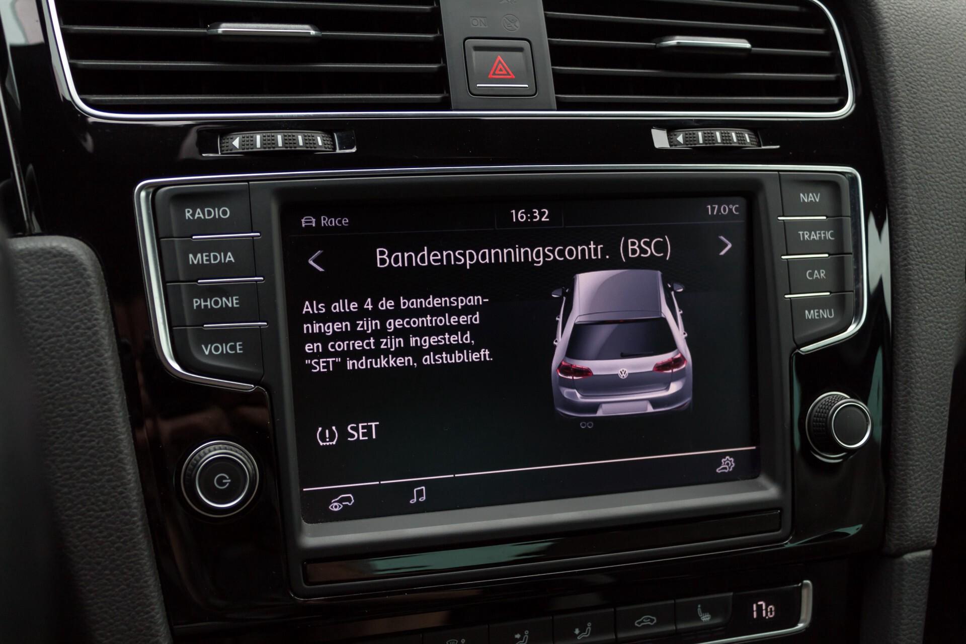 """Volkswagen Golf 2.0 TSI R 4Motion 300 pk Executive Plus/Keyless/DAB/19"""" Foto 24"""