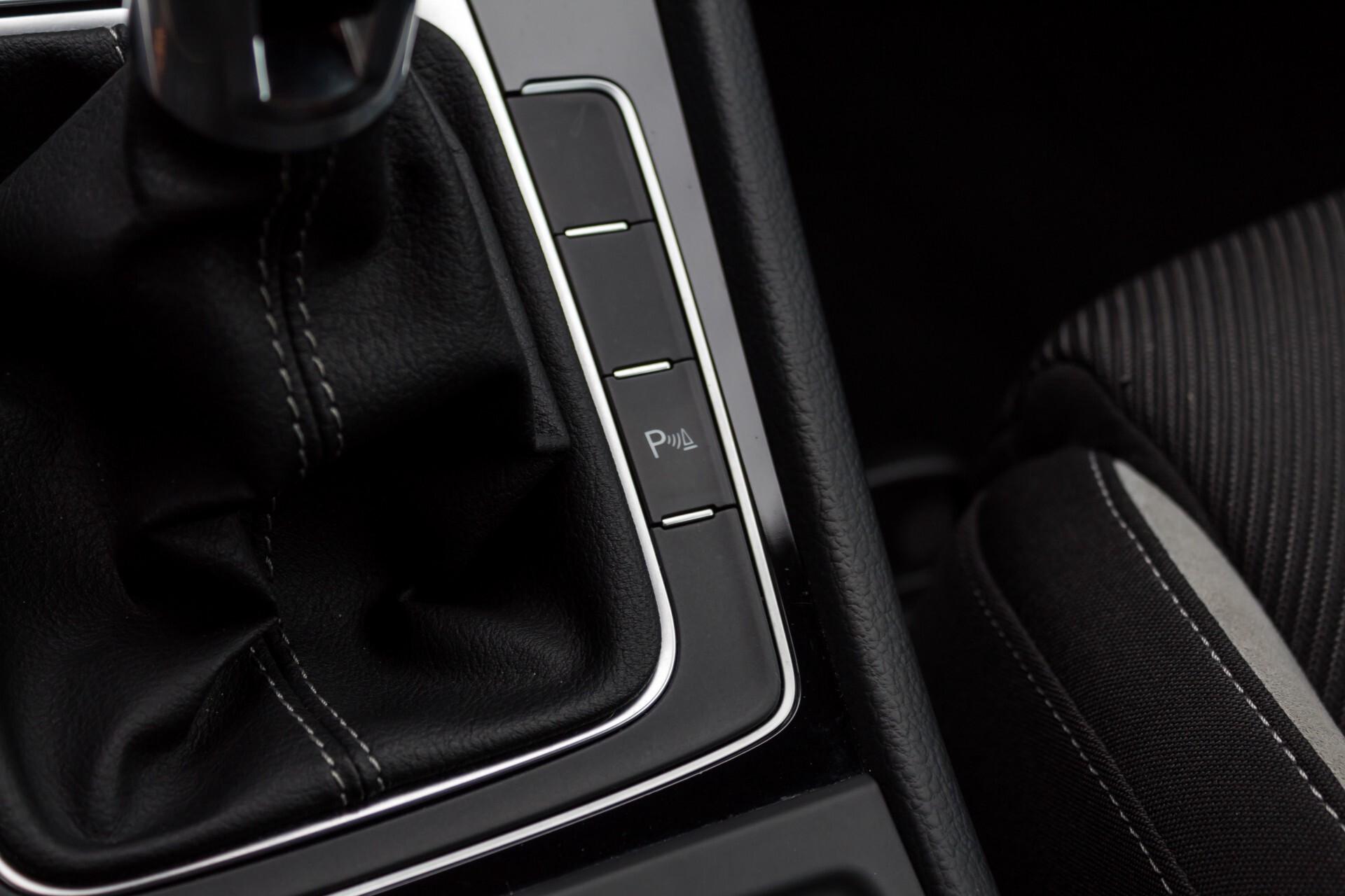 """Volkswagen Golf 2.0 TSI R 4Motion 300 pk Executive Plus/Keyless/DAB/19"""" Foto 25"""