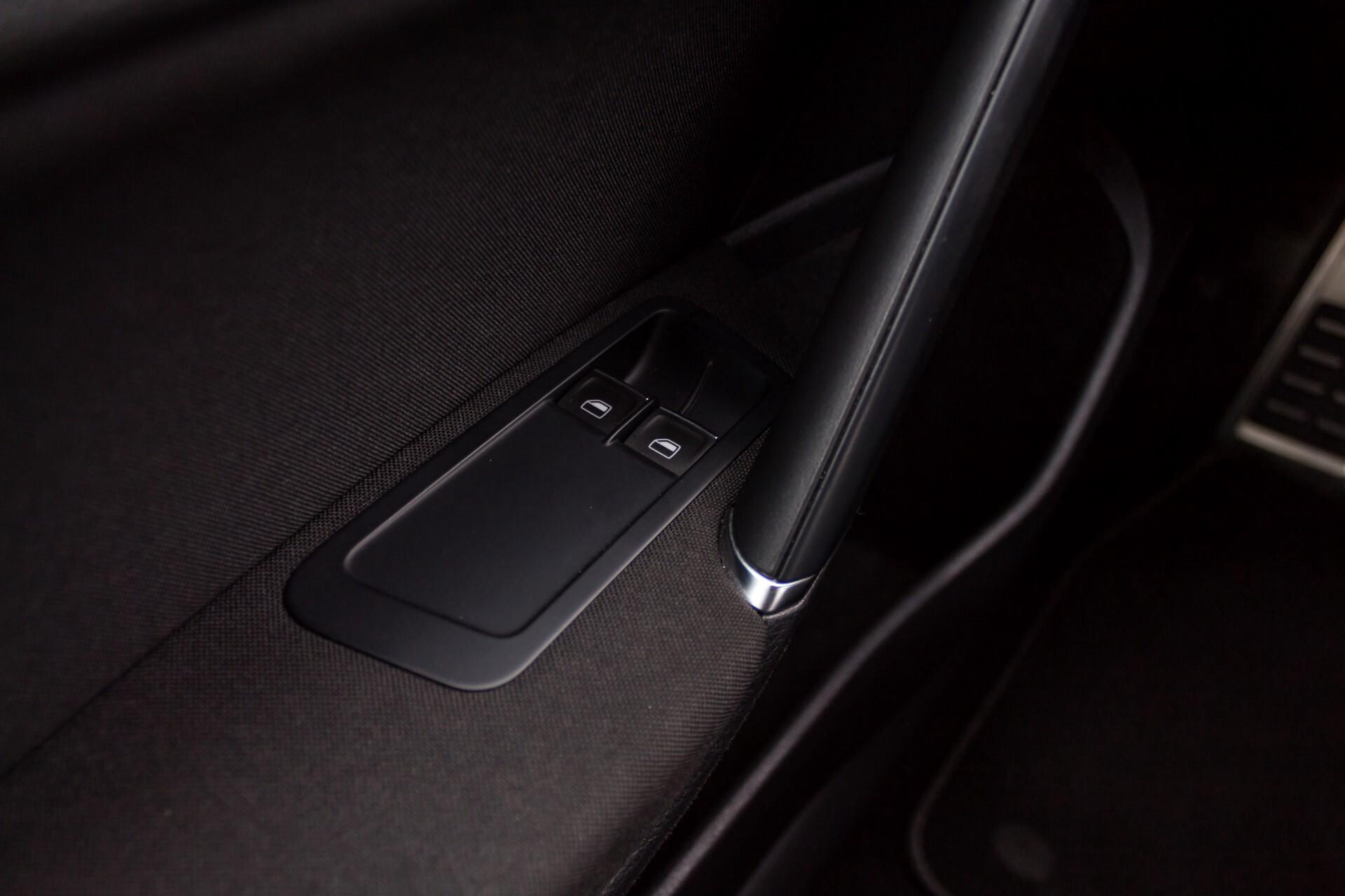 """Volkswagen Golf 2.0 TSI R 4Motion 300 pk Executive Plus/Keyless/DAB/19"""" Foto 31"""