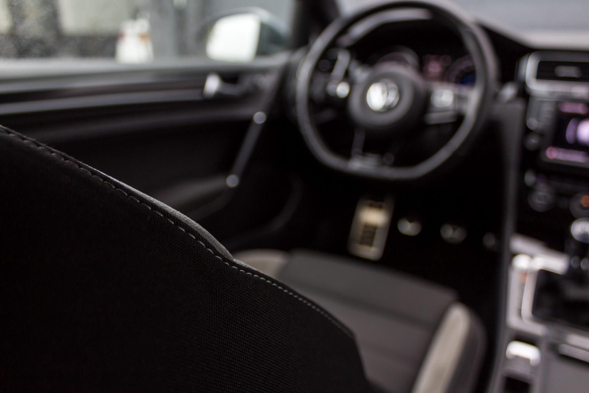 """Volkswagen Golf 2.0 TSI R 4Motion 300 pk Executive Plus/Keyless/DAB/19"""" Foto 34"""