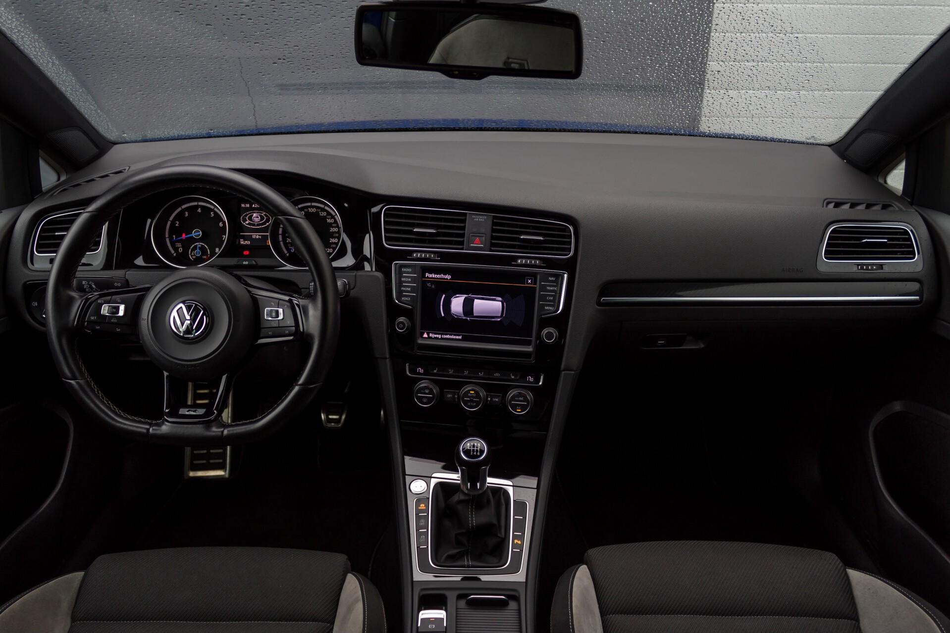 """Volkswagen Golf 2.0 TSI R 4Motion 300 pk Executive Plus/Keyless/DAB/19"""" Foto 7"""