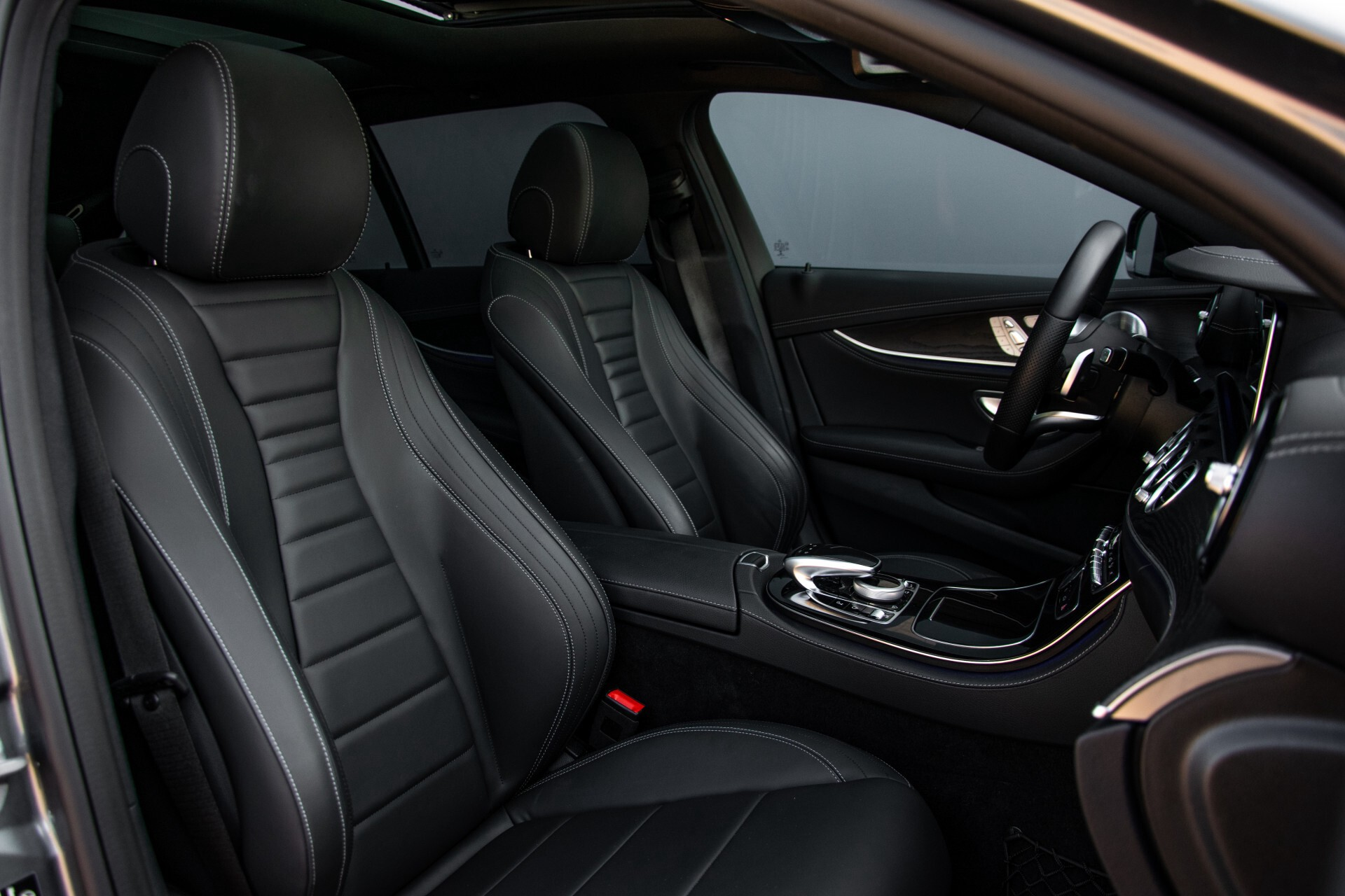 Mercedes-Benz E-Klasse Estate 450 4-M AMG Night Panorama/Rij-assist/Burmester/Mem/360/Widescreen Aut9 Foto 4