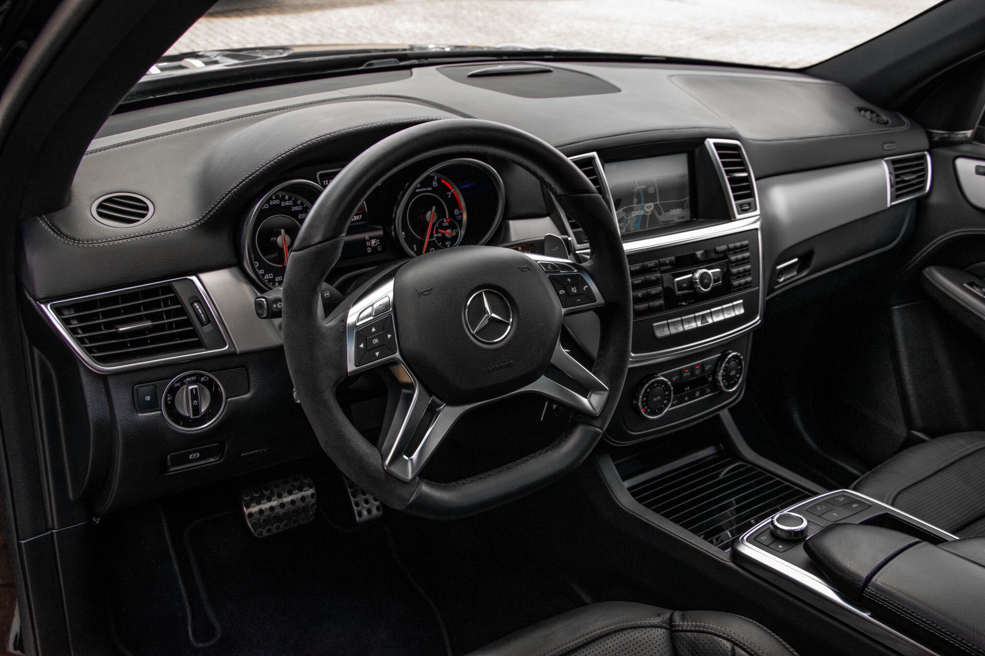 Mercedes-Benz M-Klasse 63 AMG Performance 4-M Panorama/Standkachel/Camera/Active Curve System/Harman-Kardon Aut7 Foto 17